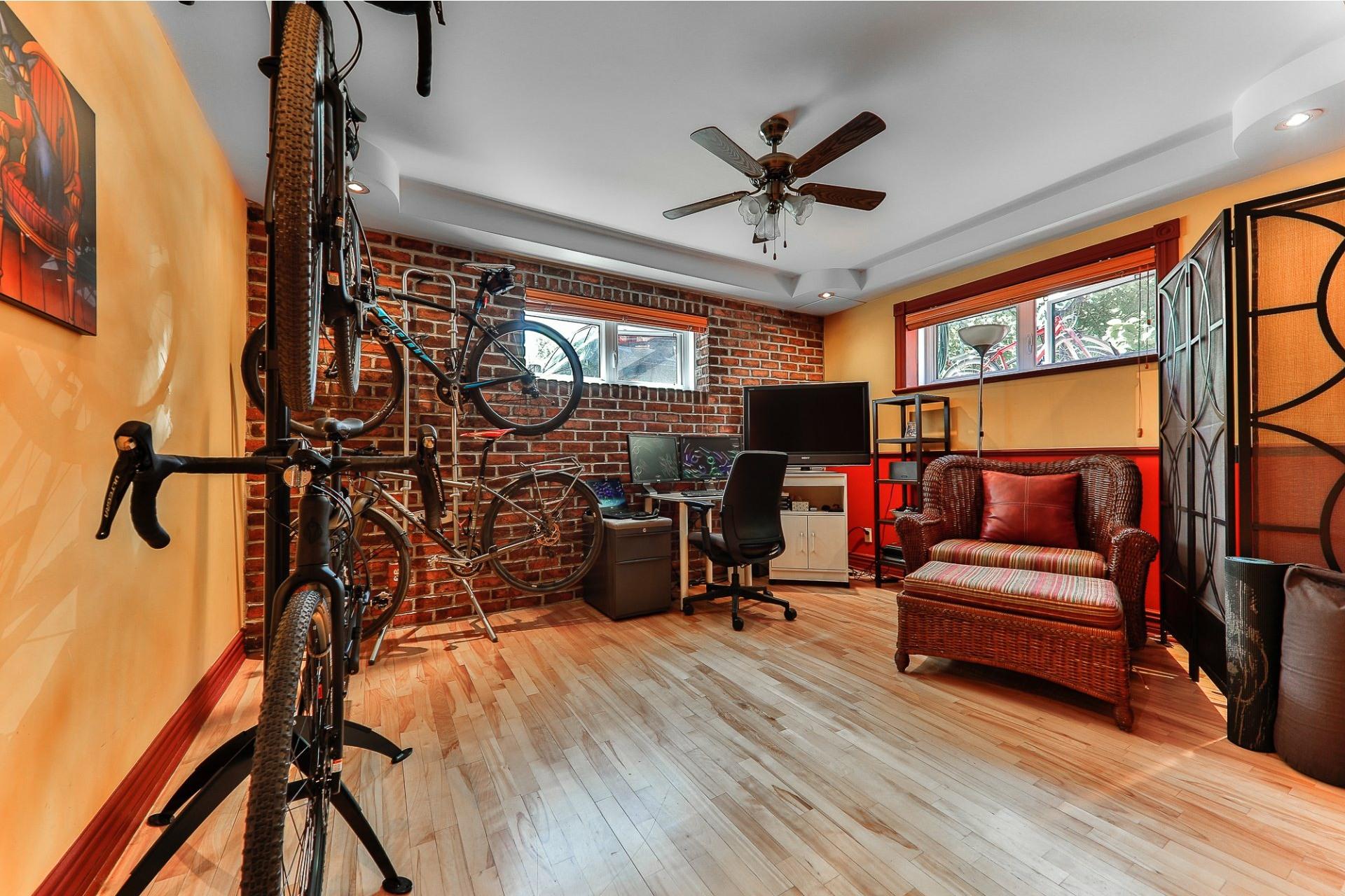 image 8 - Apartment For sale Villeray/Saint-Michel/Parc-Extension Montréal  - 6 rooms