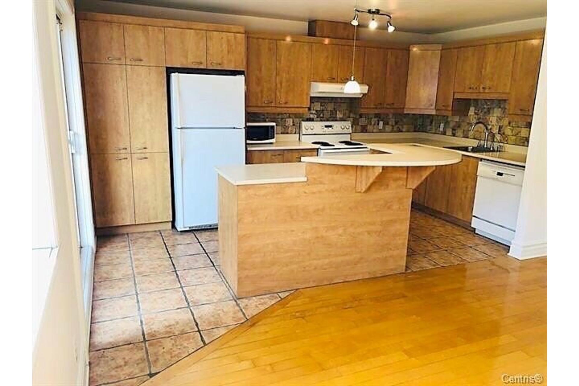 image 4 - Apartment For rent Ville-Marie Montréal  - 9 rooms