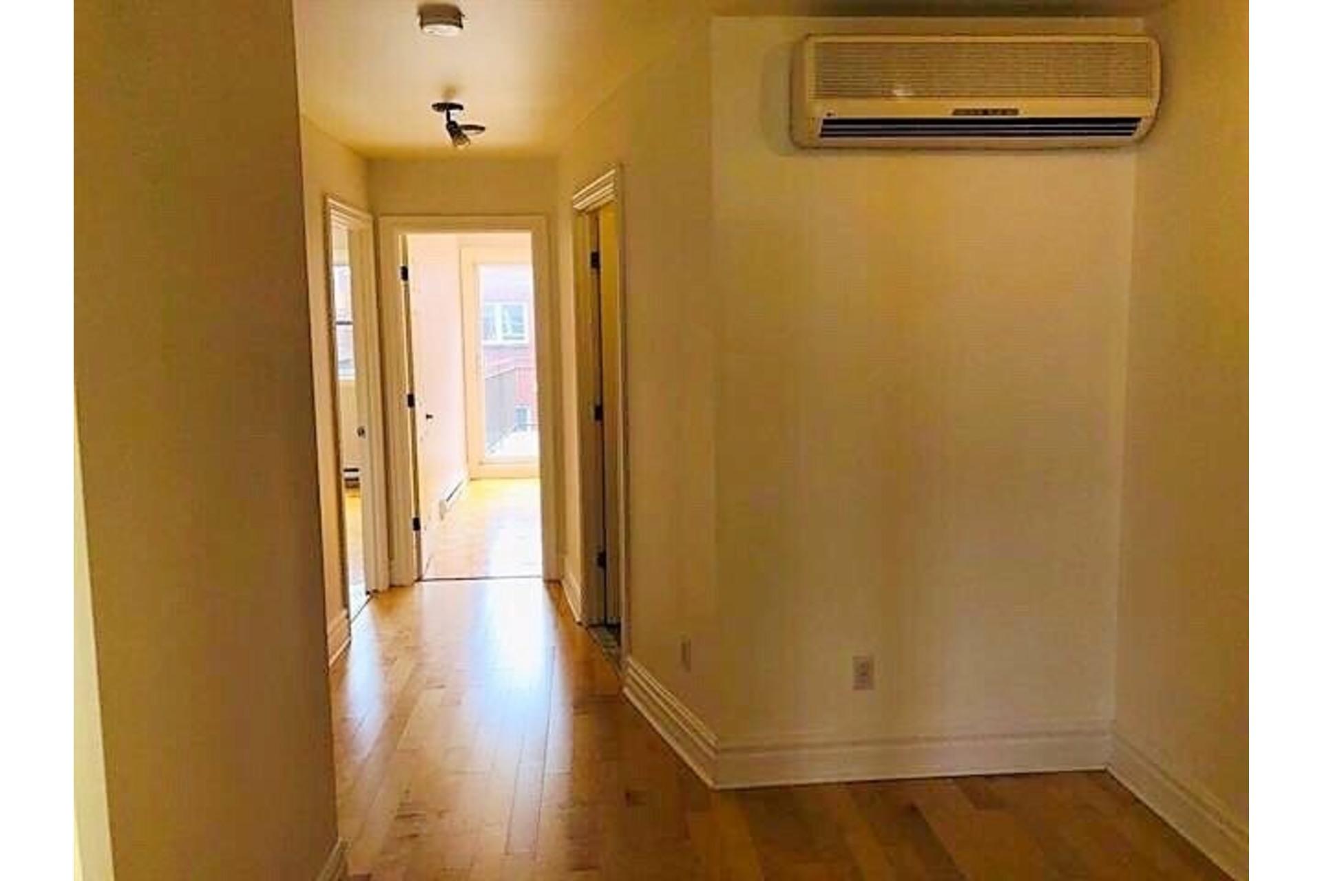 image 13 - Apartment For rent Ville-Marie Montréal  - 9 rooms
