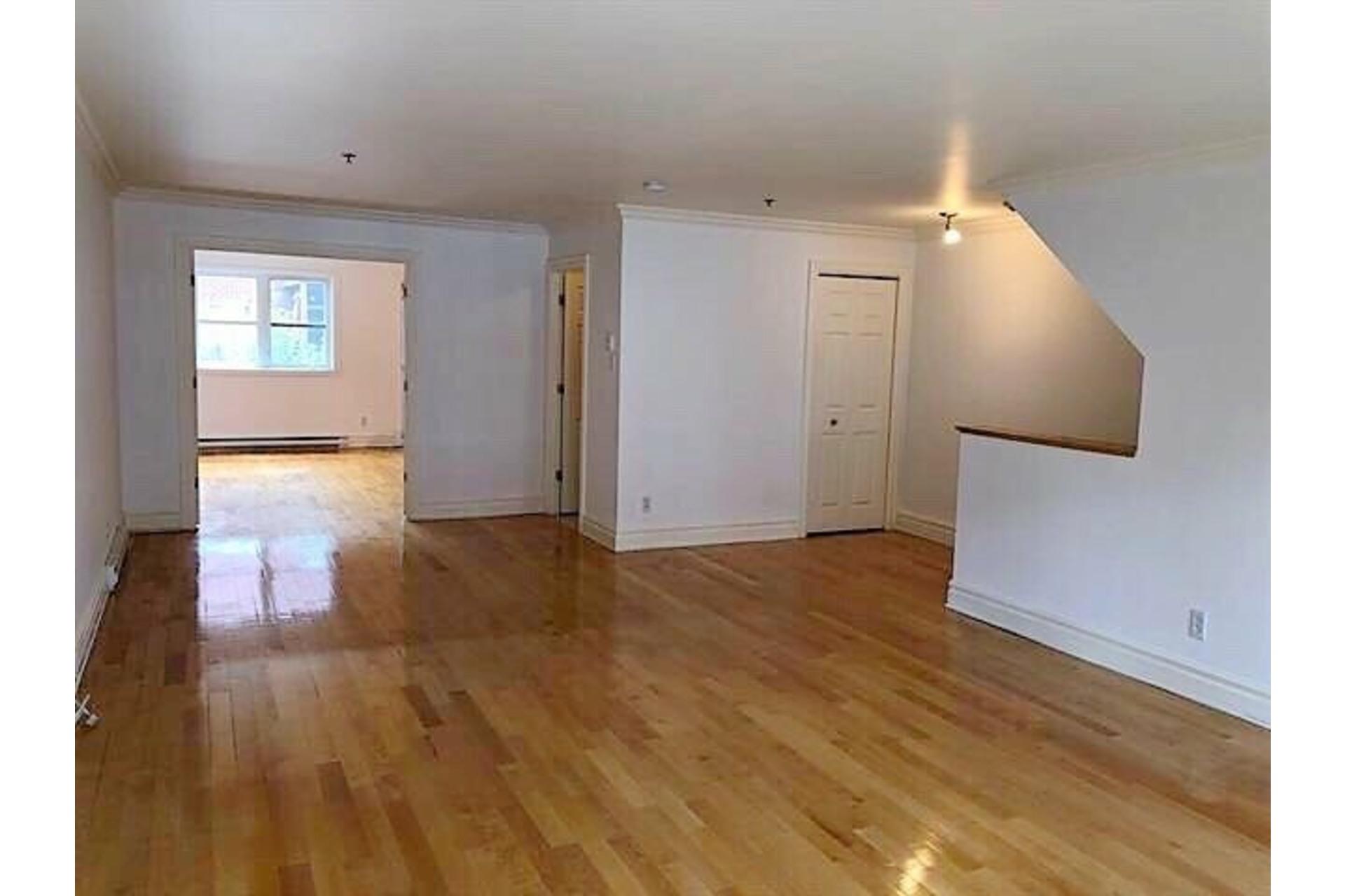 image 2 - Apartment For rent Ville-Marie Montréal  - 9 rooms