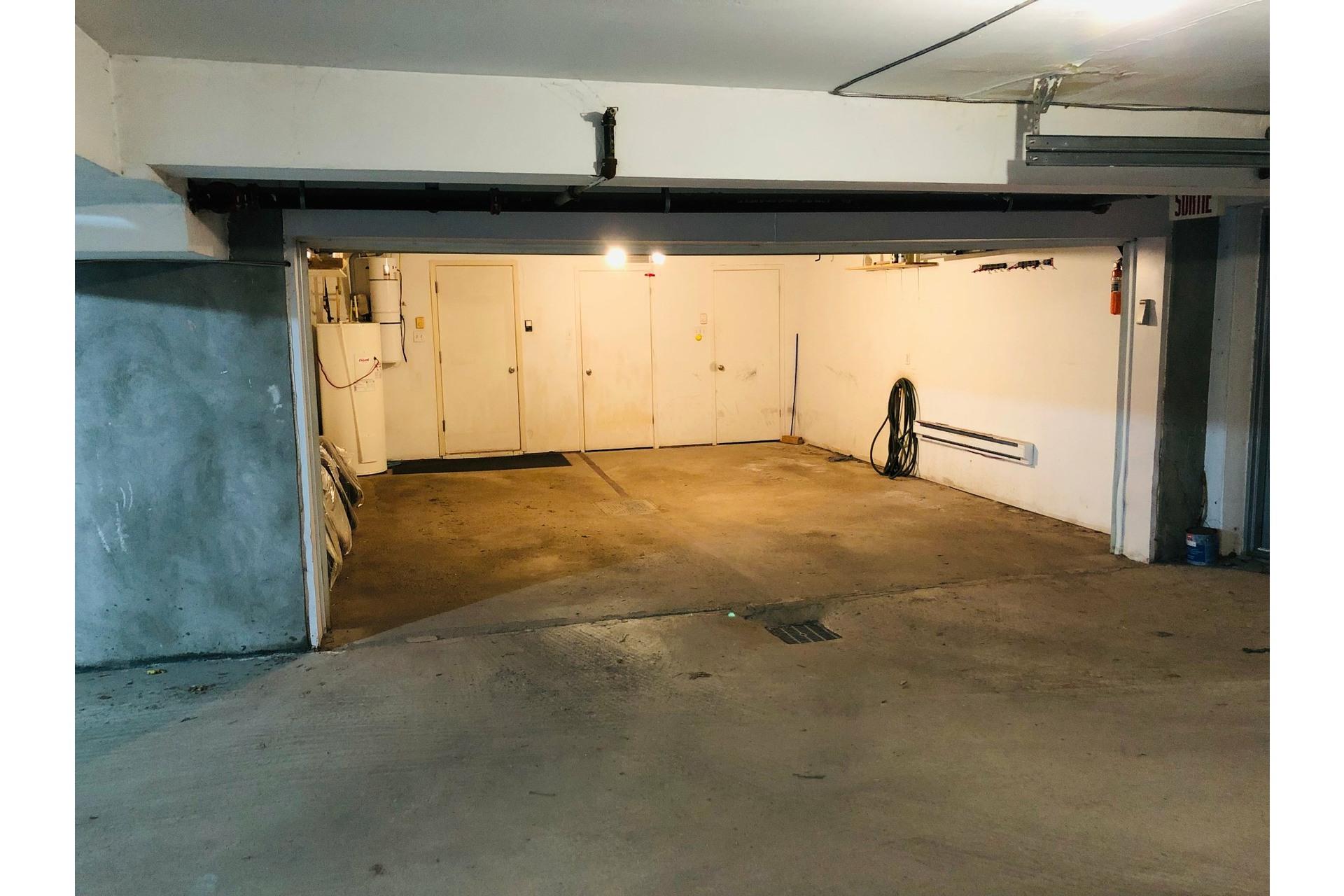 image 26 - Apartment For rent Ville-Marie Montréal  - 9 rooms