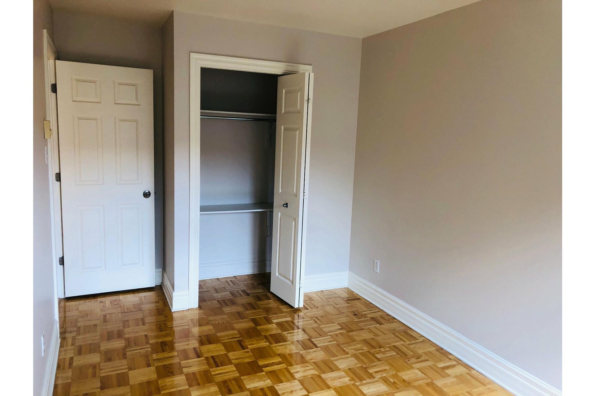 image 10 - Apartment For rent Ville-Marie Montréal  - 9 rooms