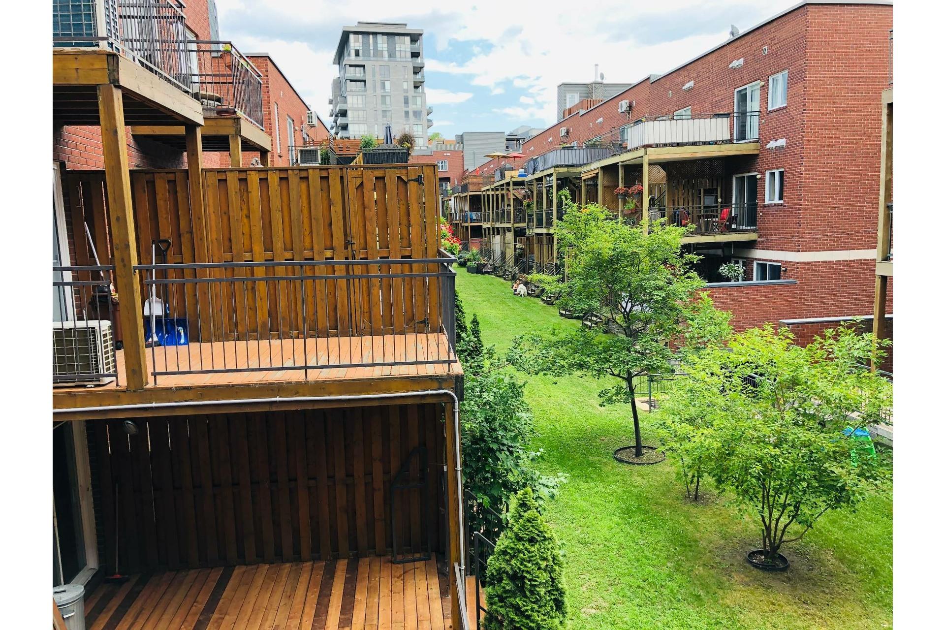 image 21 - Apartment For rent Ville-Marie Montréal  - 9 rooms