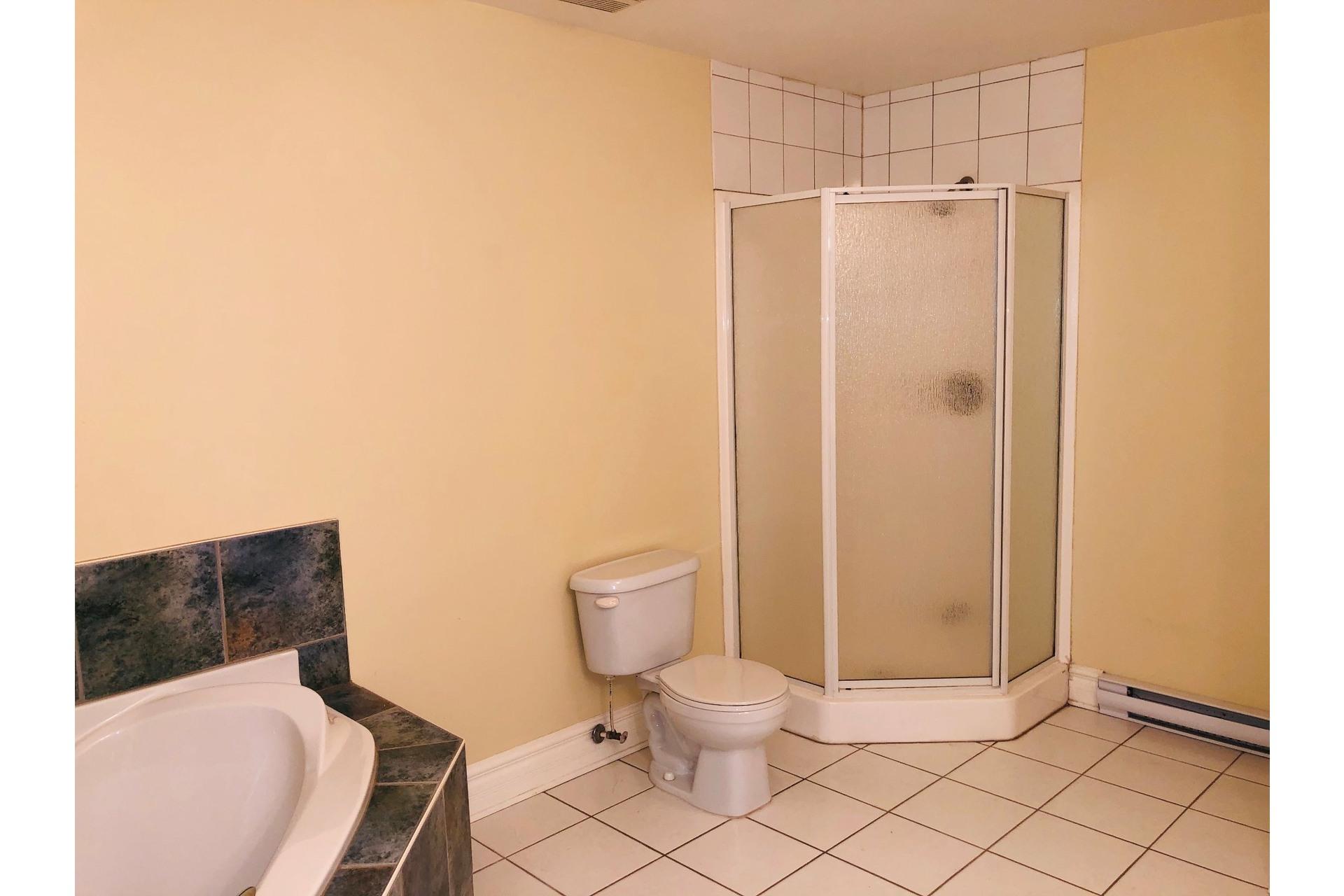 image 15 - Apartment For rent Ville-Marie Montréal  - 9 rooms