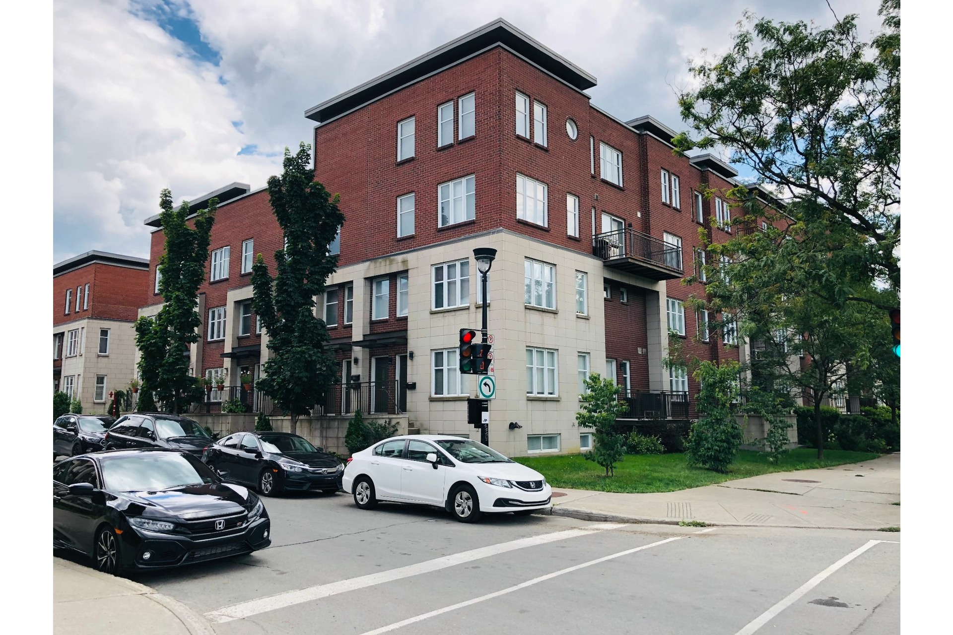 image 0 - Apartment For rent Ville-Marie Montréal  - 9 rooms
