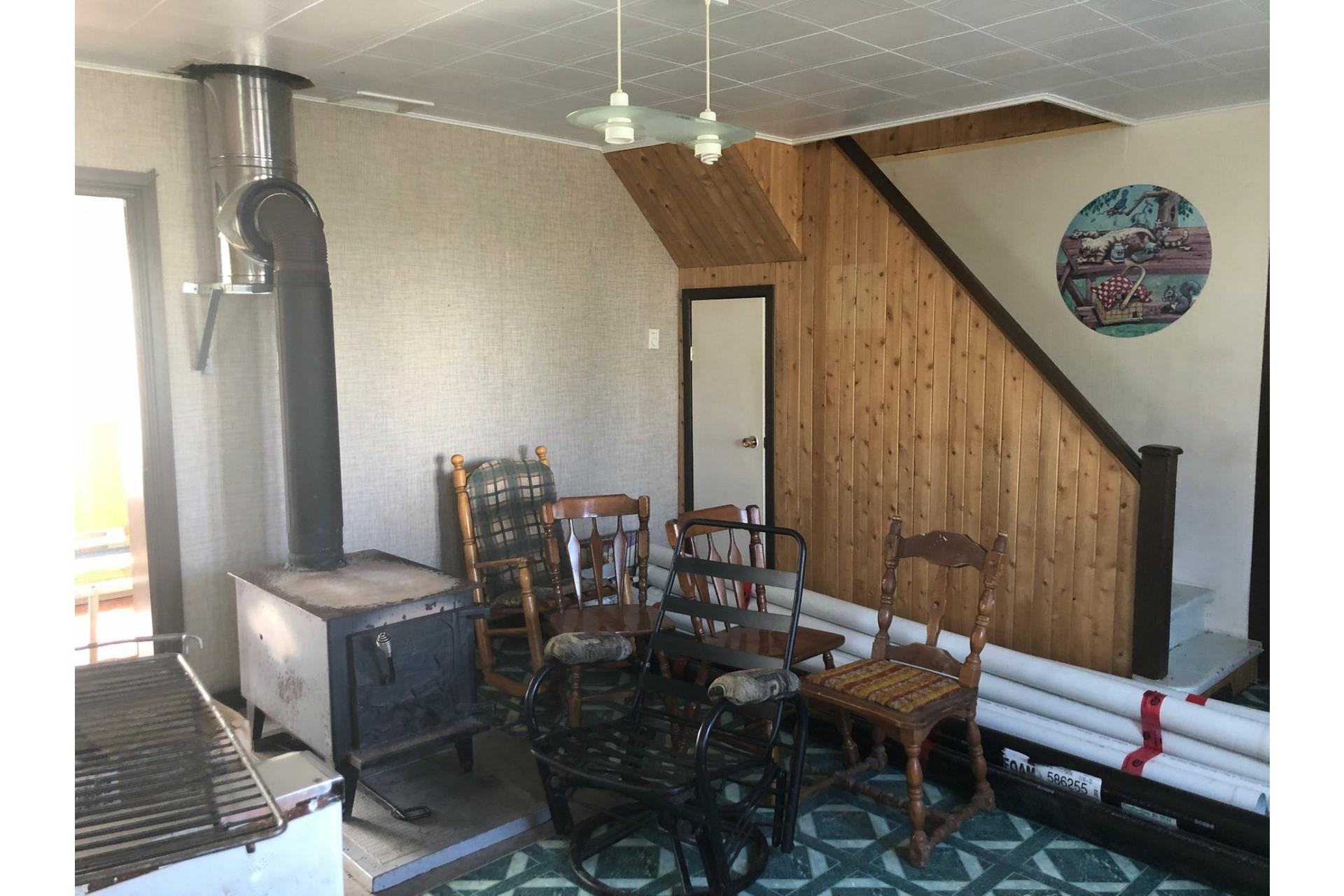 image 3 - Maison À vendre Sainte-Madeleine-de-la-Rivière-Madeleine - 6 pièces