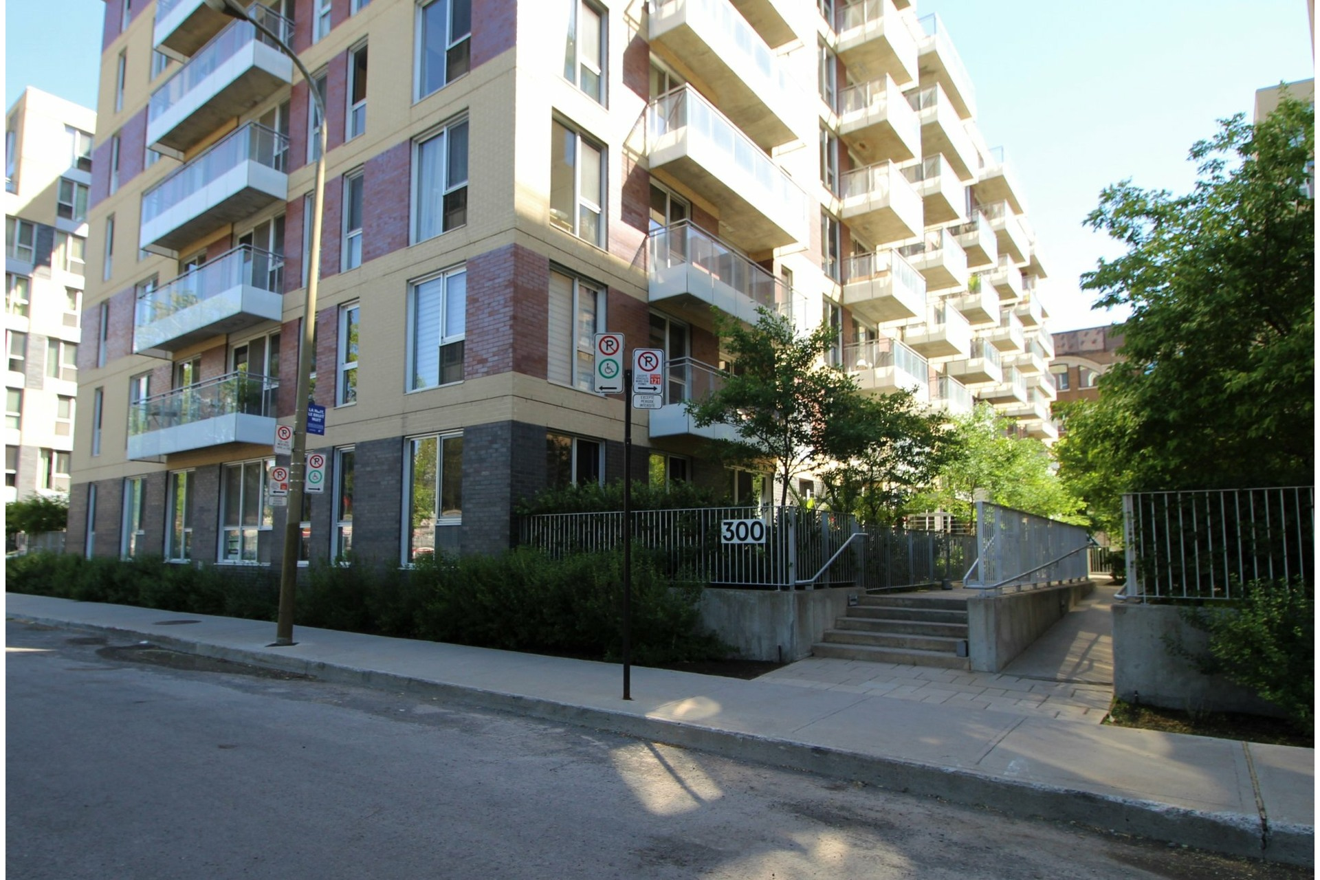 image 18 - Apartment For rent Le Sud-Ouest Montréal  - 4 rooms