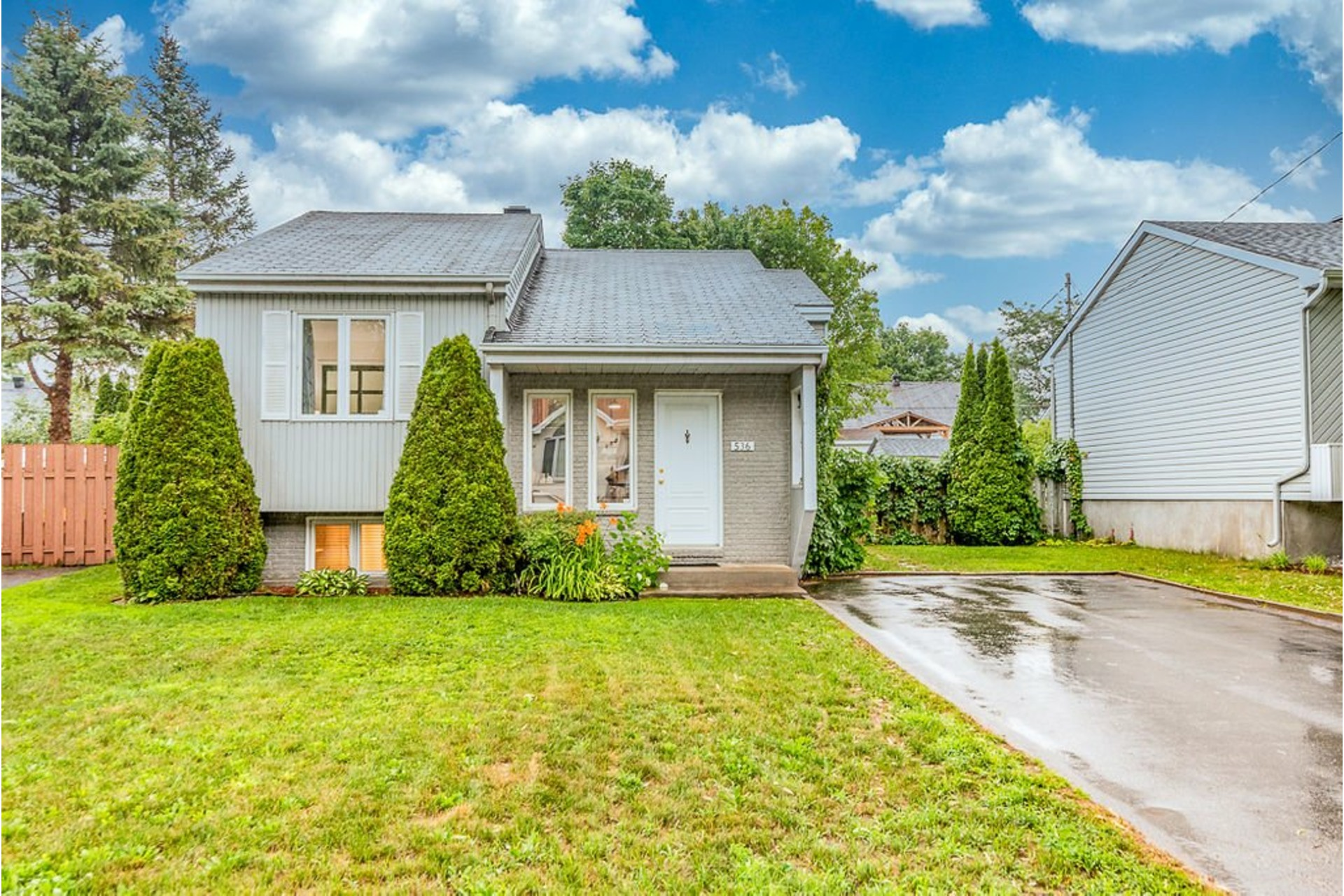 image 0 - House For sale Sainte-Anne-des-Plaines - 9 rooms