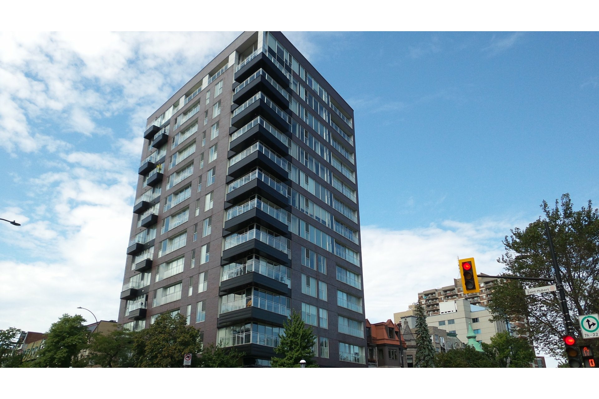 image 2 - Apartment For rent Le Plateau-Mont-Royal Montréal  - 4 rooms