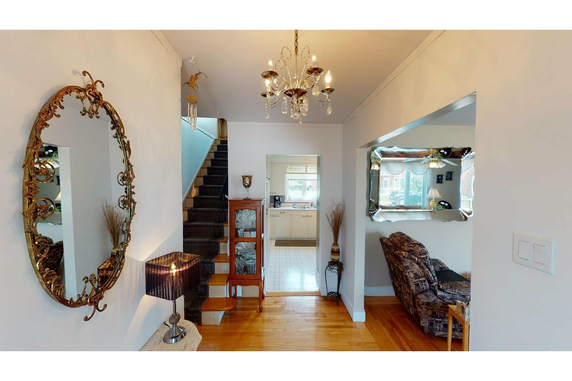 image 2 - Maison À vendre Shawinigan - 12 pièces