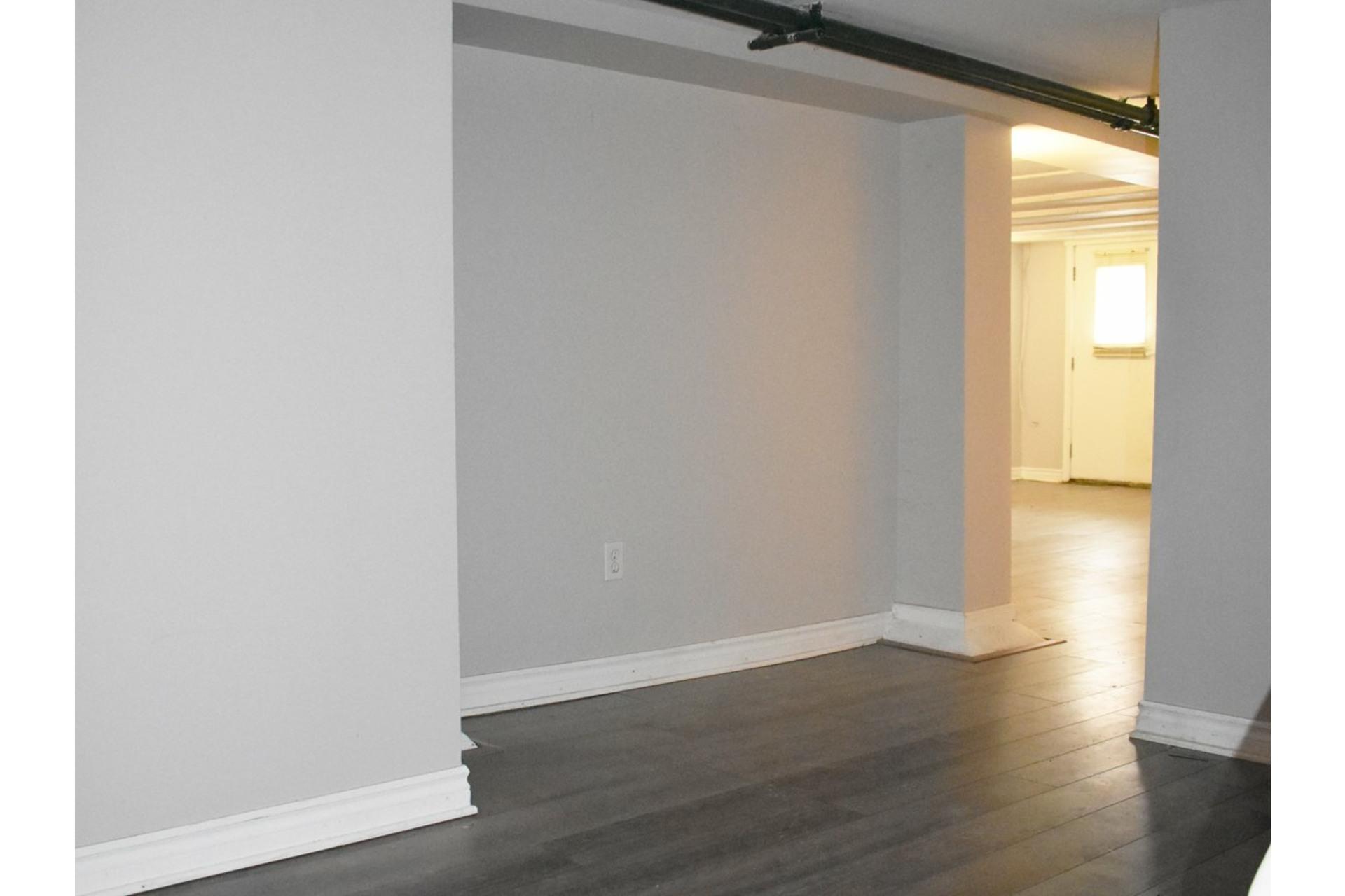 image 15 - Appartement À louer Côte-des-Neiges/Notre-Dame-de-Grâce Montréal  - 11 pièces