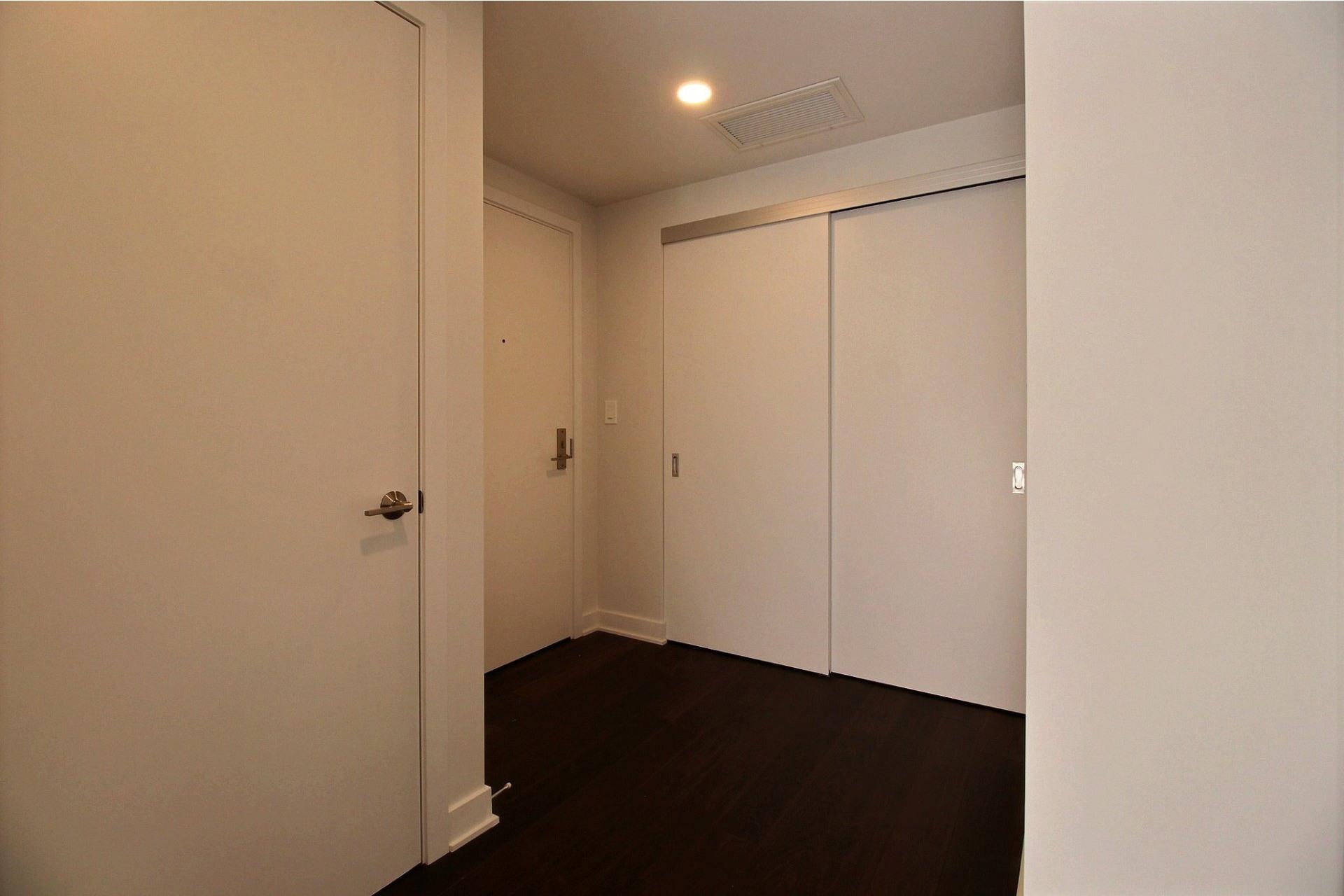 image 14 - Apartment For rent Ville-Marie Montréal  - 7 rooms
