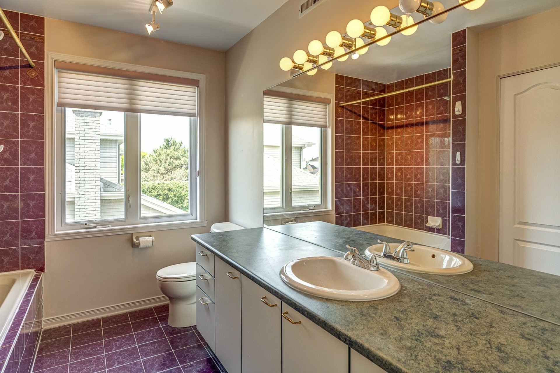 image 21 - House For sale Kirkland - 12 rooms