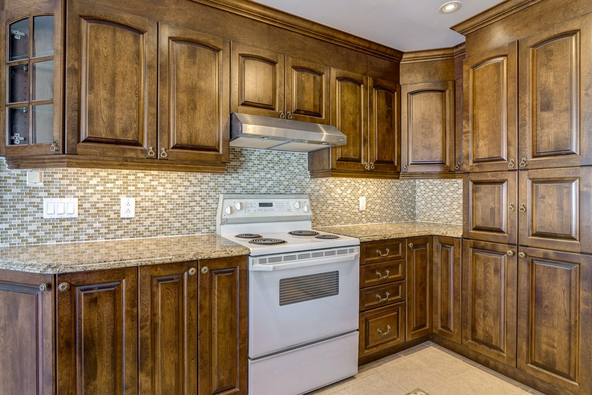 image 11 - House For sale Kirkland - 12 rooms