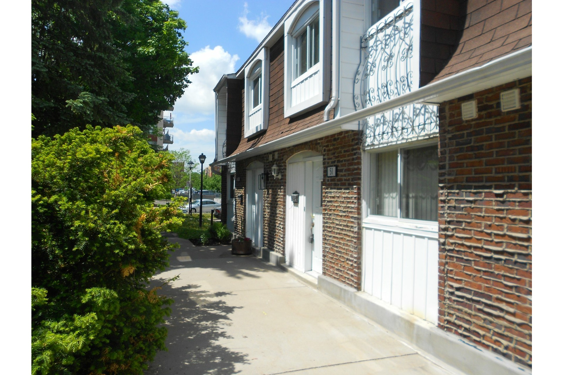 image 1 - House For sale Dollard-Des Ormeaux - 7 rooms