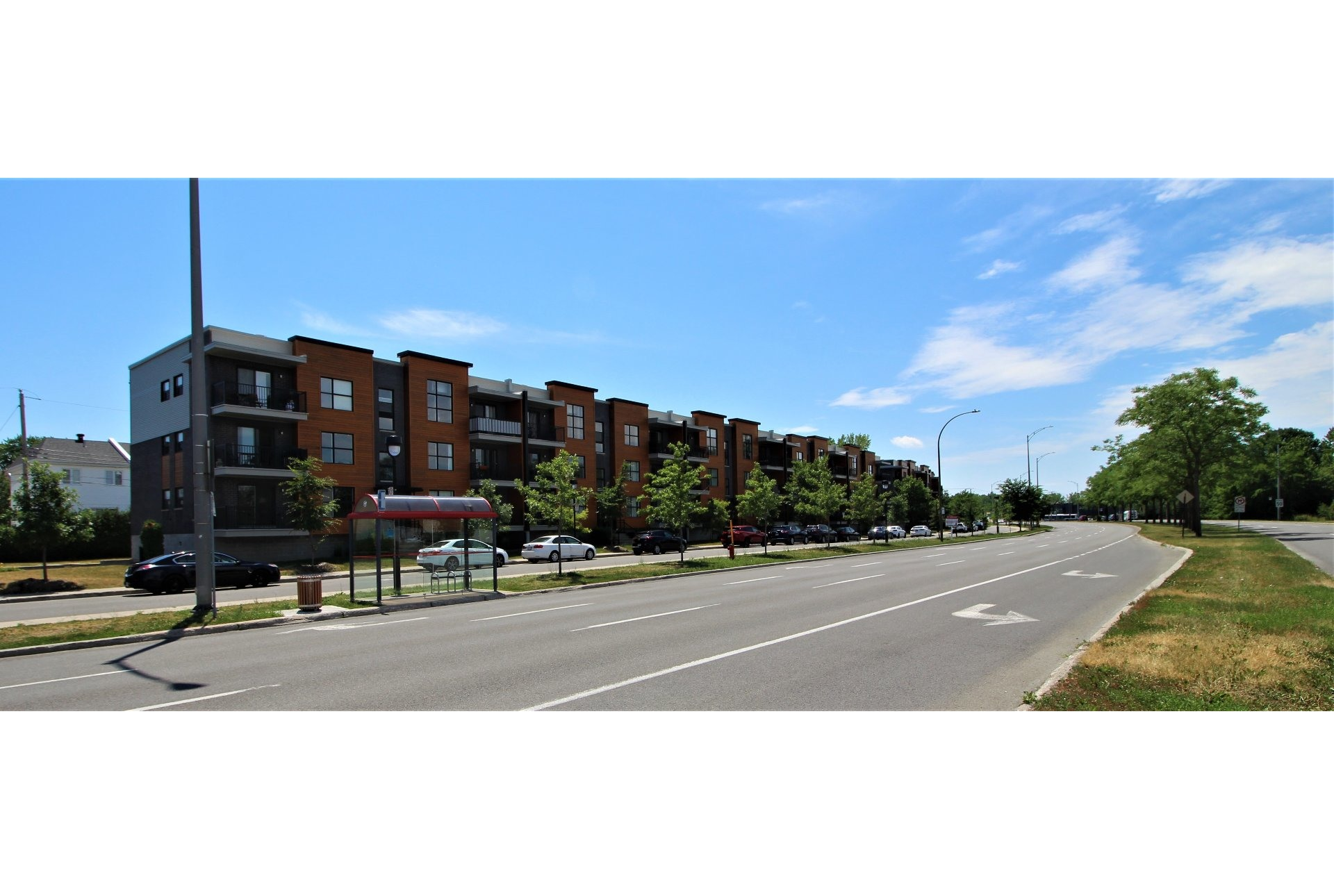 image 1 - Apartment For sale Rivière-des-Prairies/Pointe-aux-Trembles Montréal  - 9 rooms