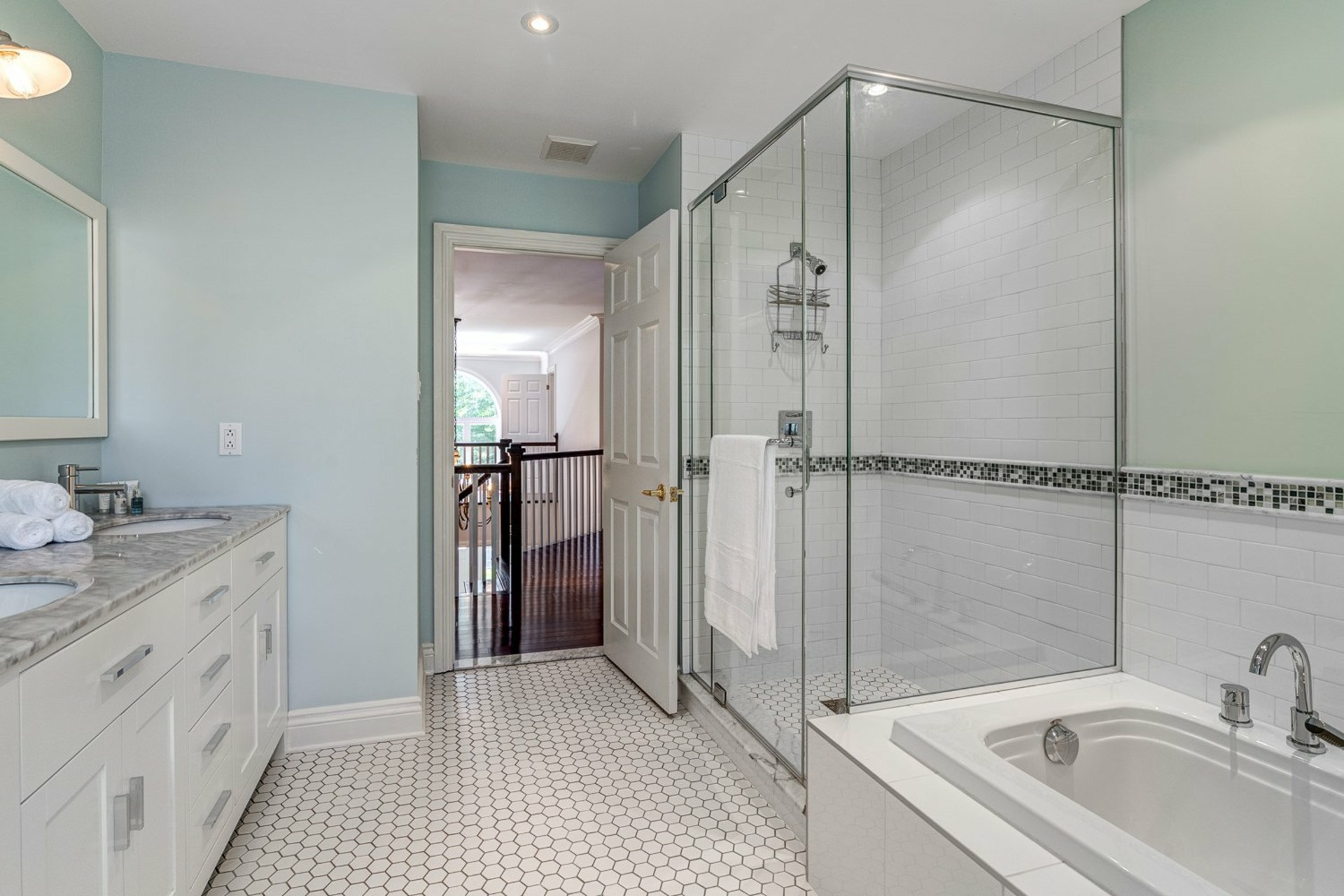 image 21 - House For sale Beaconsfield - 11 rooms