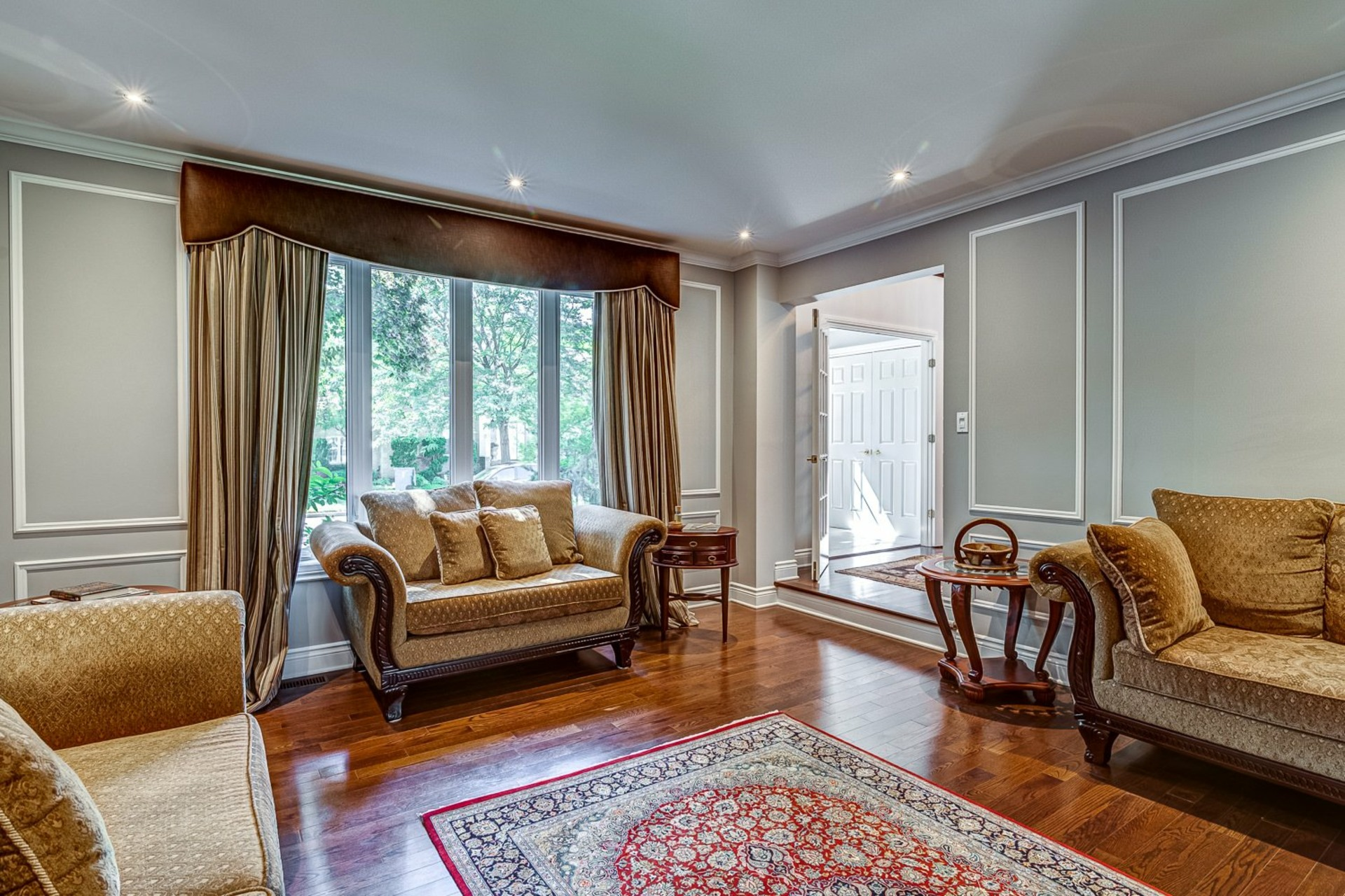 image 3 - House For sale Beaconsfield - 11 rooms