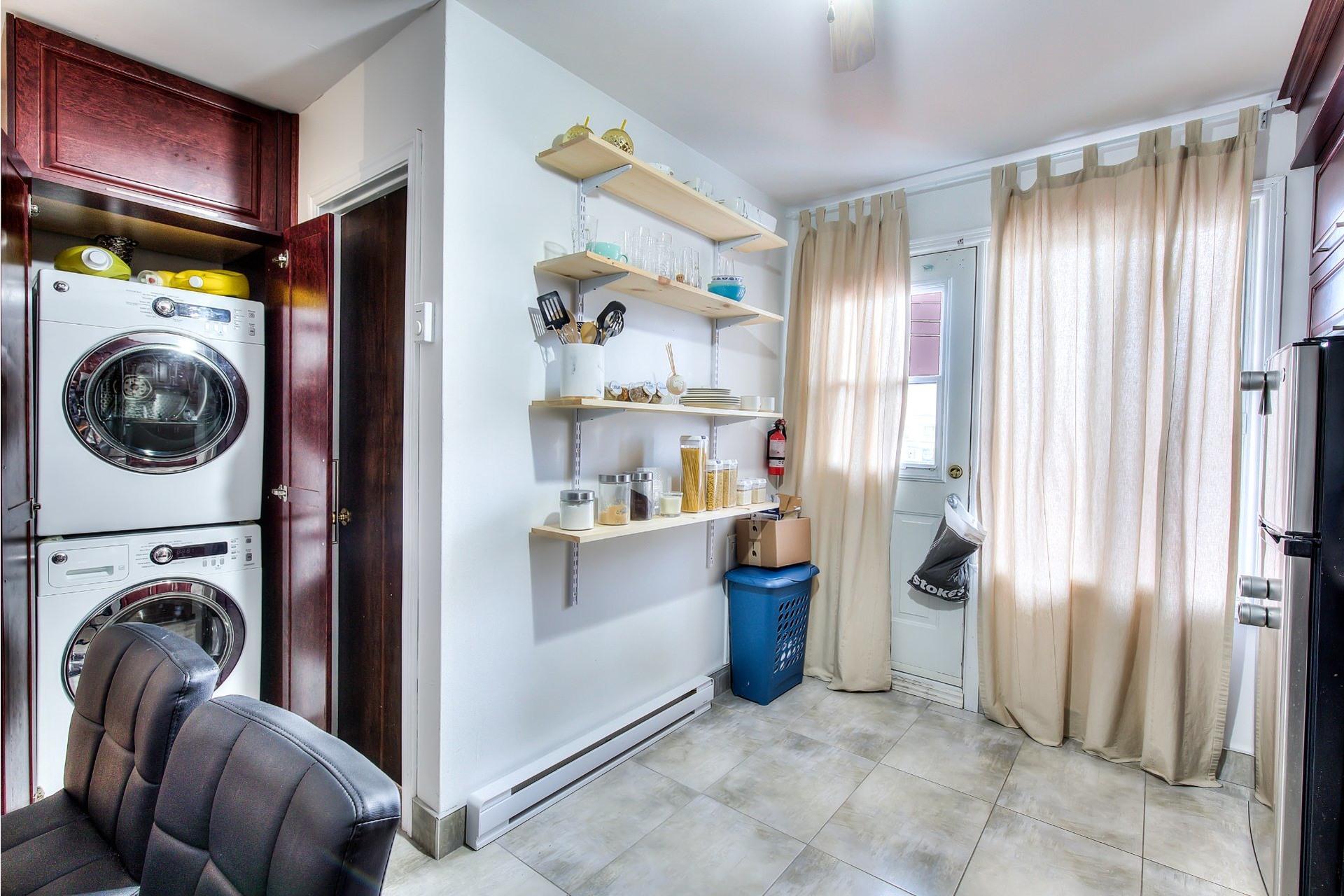 image 6 - Income property For sale Villeray/Saint-Michel/Parc-Extension Montréal  - 4 rooms