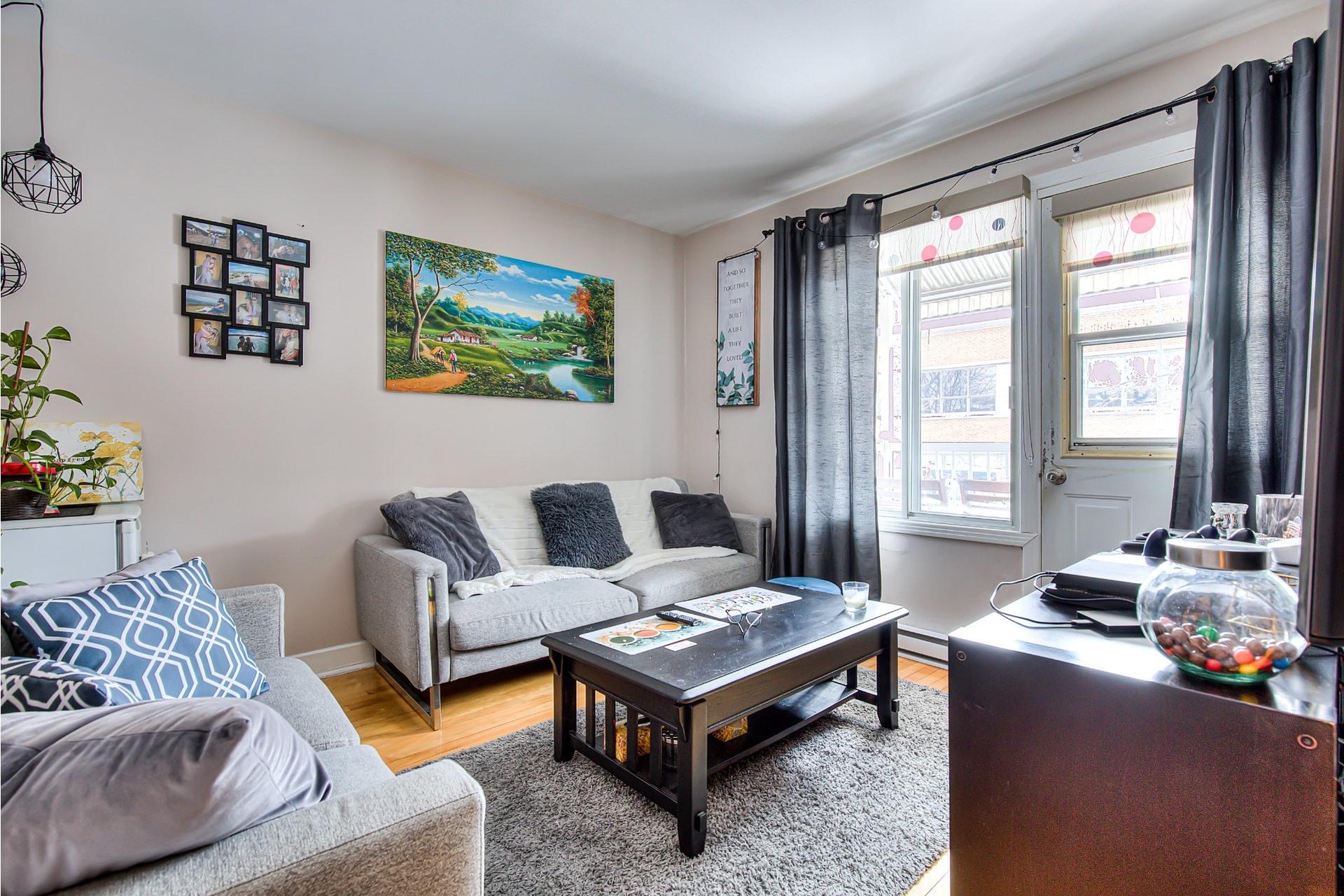 image 1 - Income property For sale Villeray/Saint-Michel/Parc-Extension Montréal  - 4 rooms
