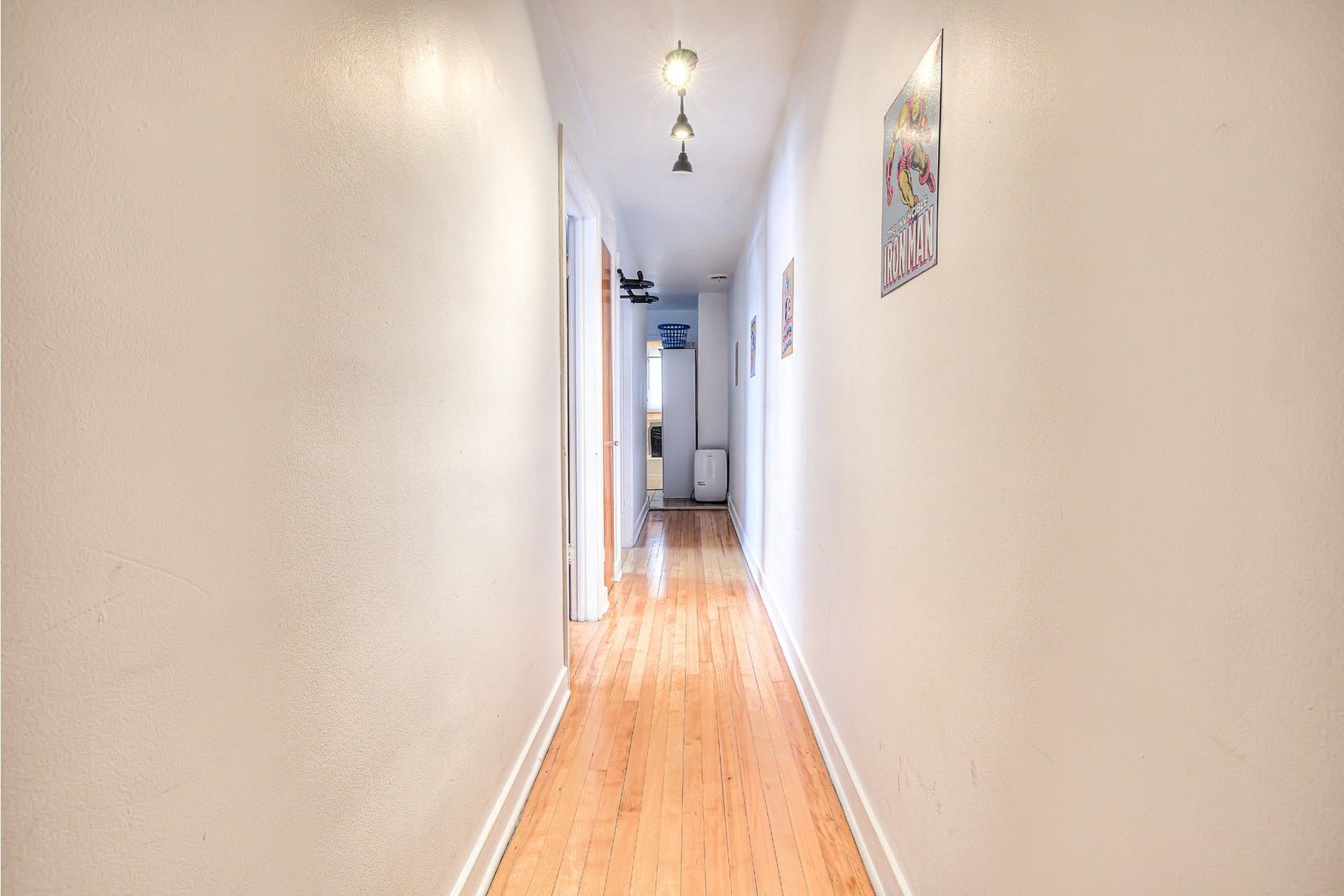 image 18 - Income property For sale Villeray/Saint-Michel/Parc-Extension Montréal  - 4 rooms
