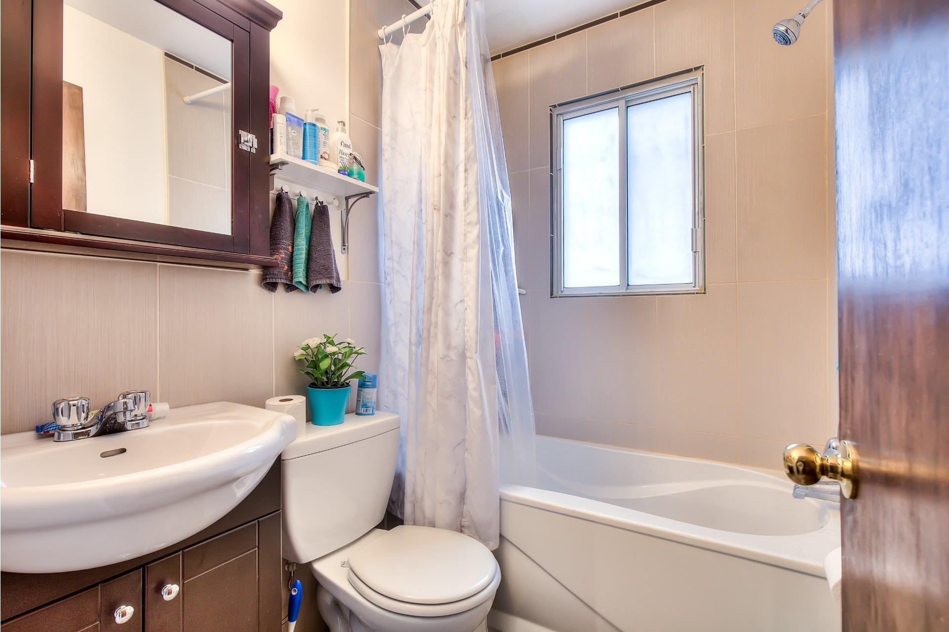 image 9 - Income property For sale Villeray/Saint-Michel/Parc-Extension Montréal  - 4 rooms