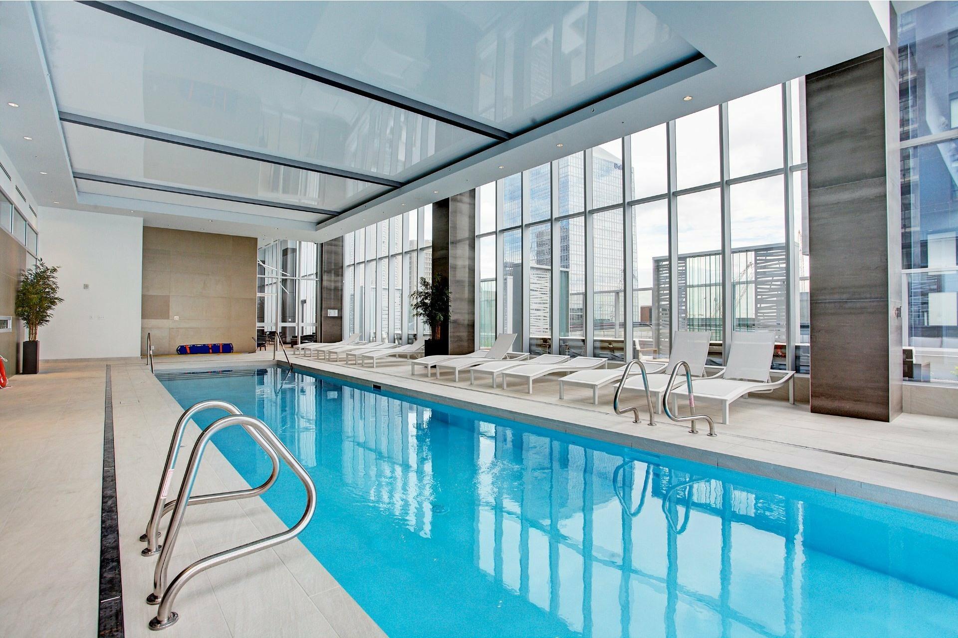 image 2 - Apartment For rent Ville-Marie Montréal  - 5 rooms