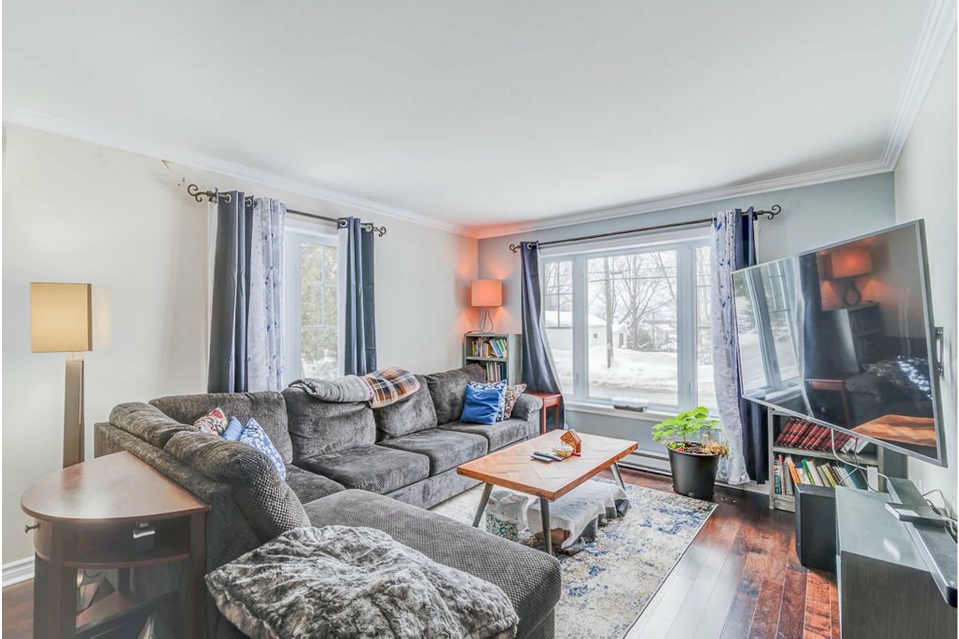image 2 - House For sale Sainte-Anne-des-Plaines - 9 rooms