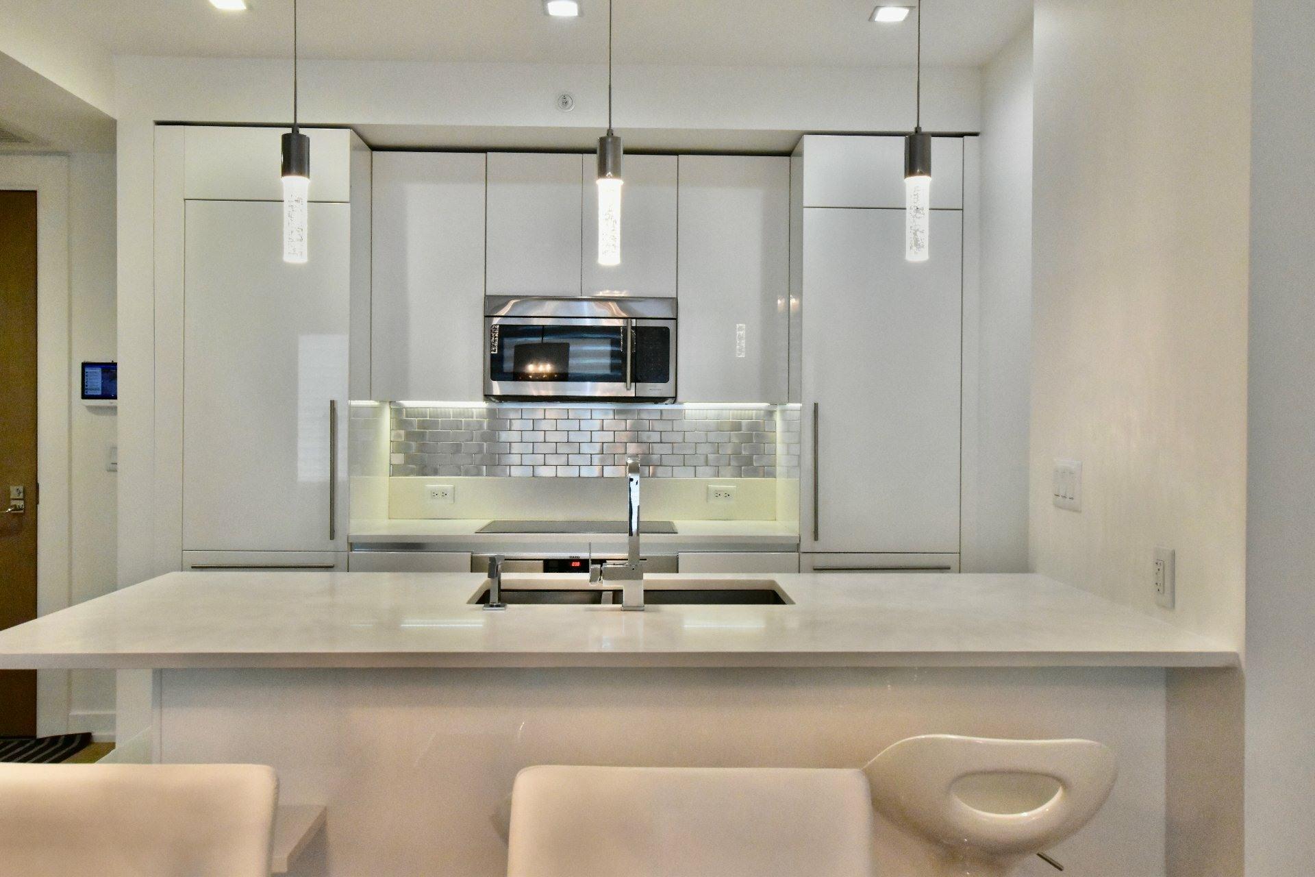 image 2 - Apartment For rent Le Sud-Ouest Montréal  - 6 rooms