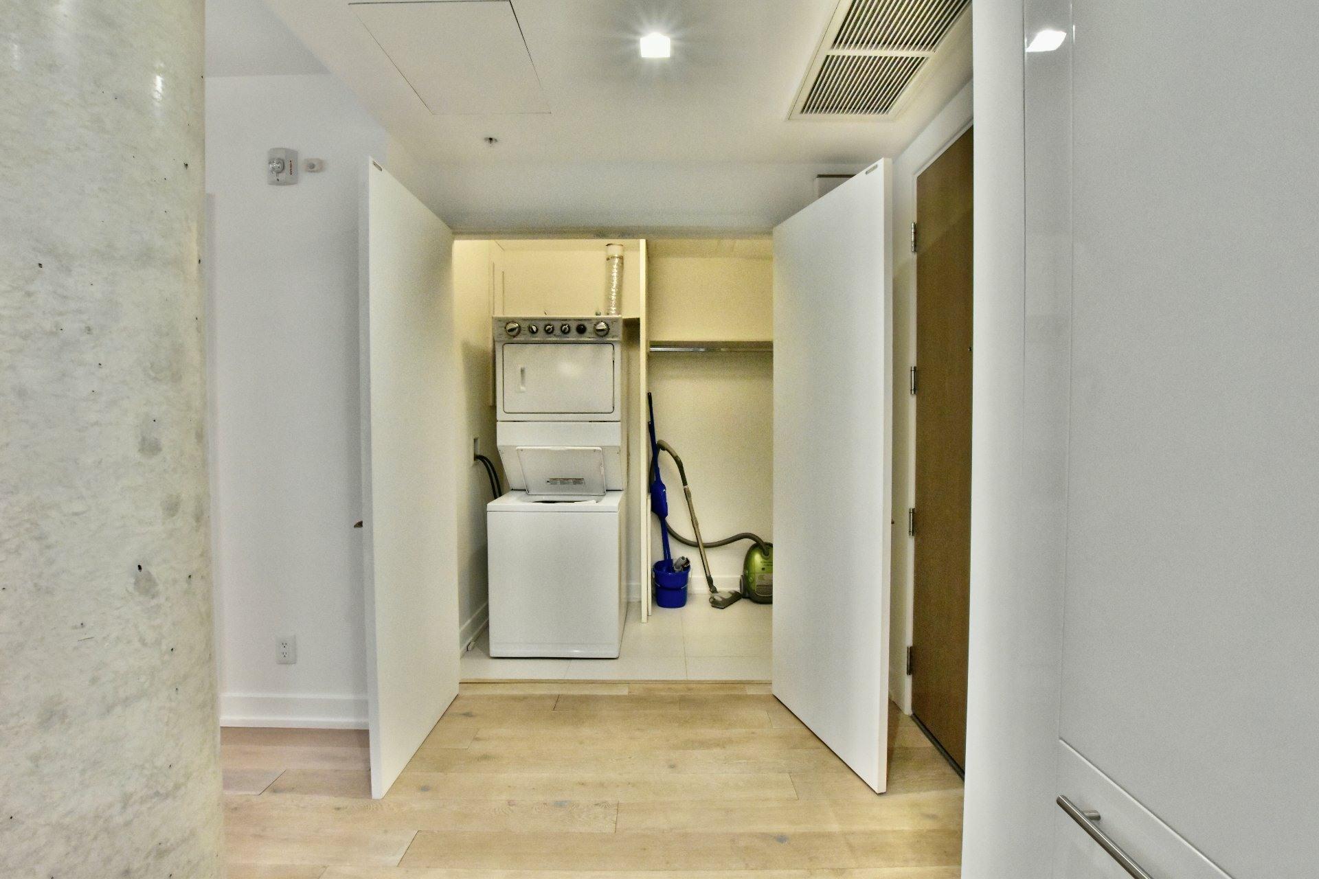 image 15 - Apartment For rent Le Sud-Ouest Montréal  - 6 rooms