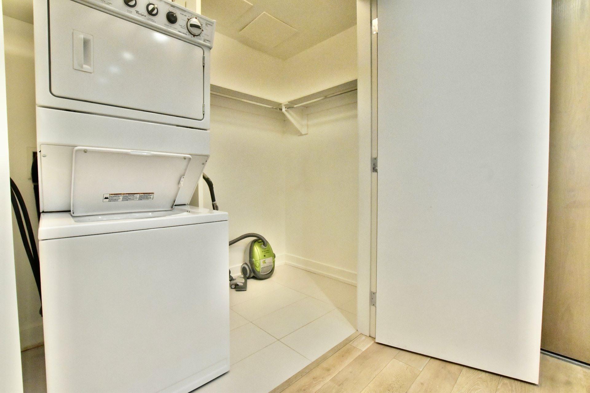 image 16 - Apartment For rent Le Sud-Ouest Montréal  - 6 rooms