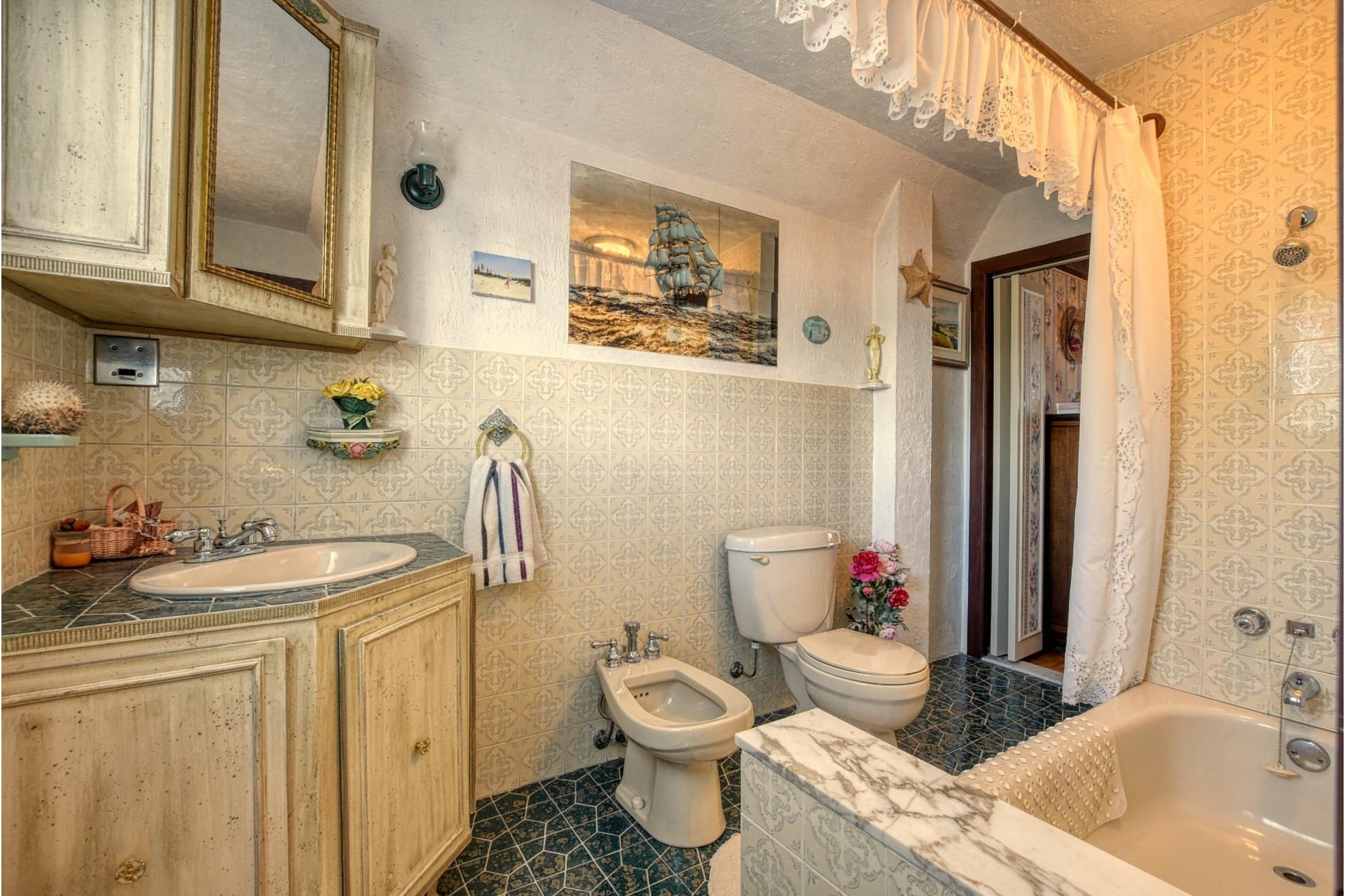 image 13 - House For sale Saint-Vincent-de-Paul Laval  - 18 rooms