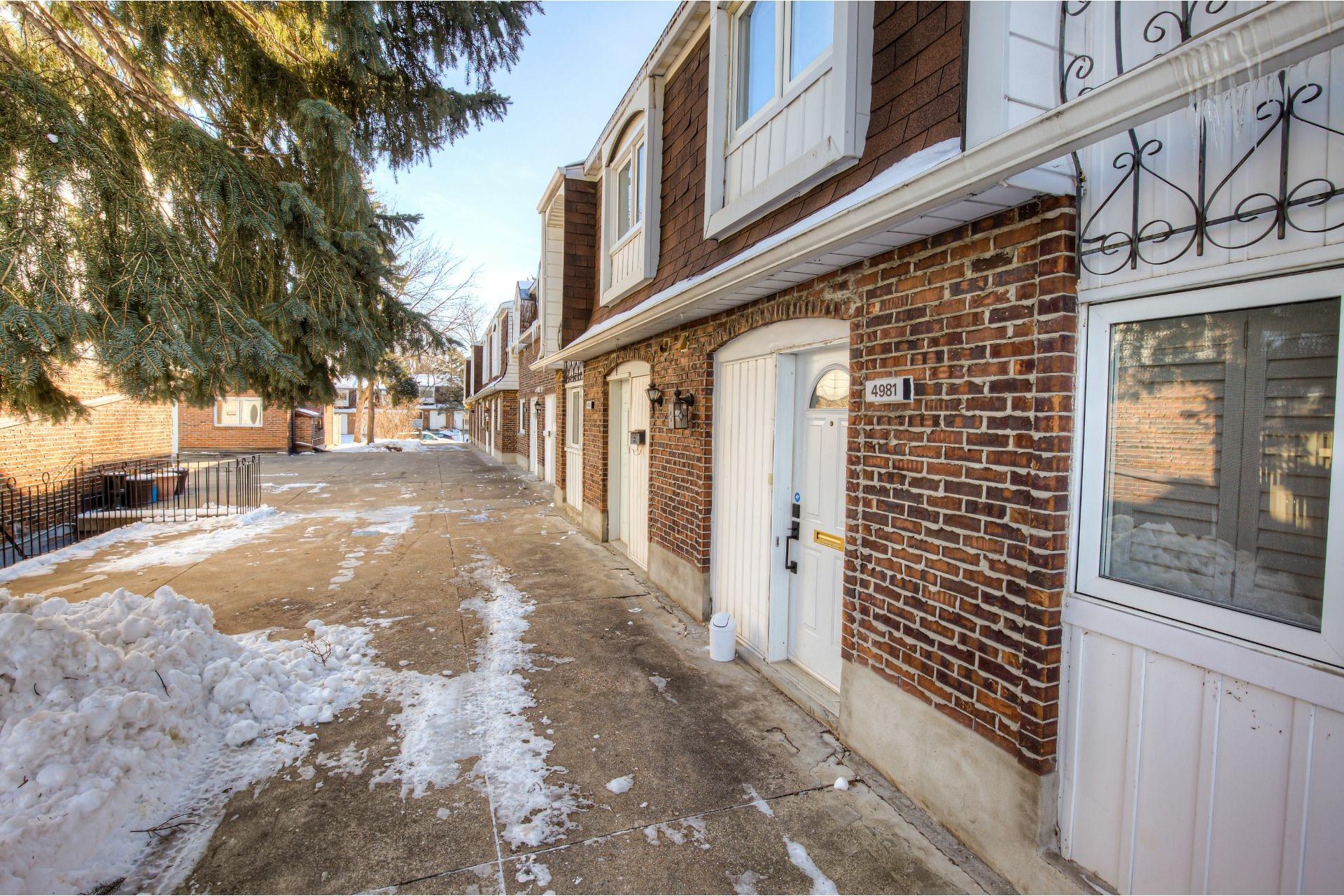 image 2 - House For sale Dollard-Des Ormeaux - 14 rooms