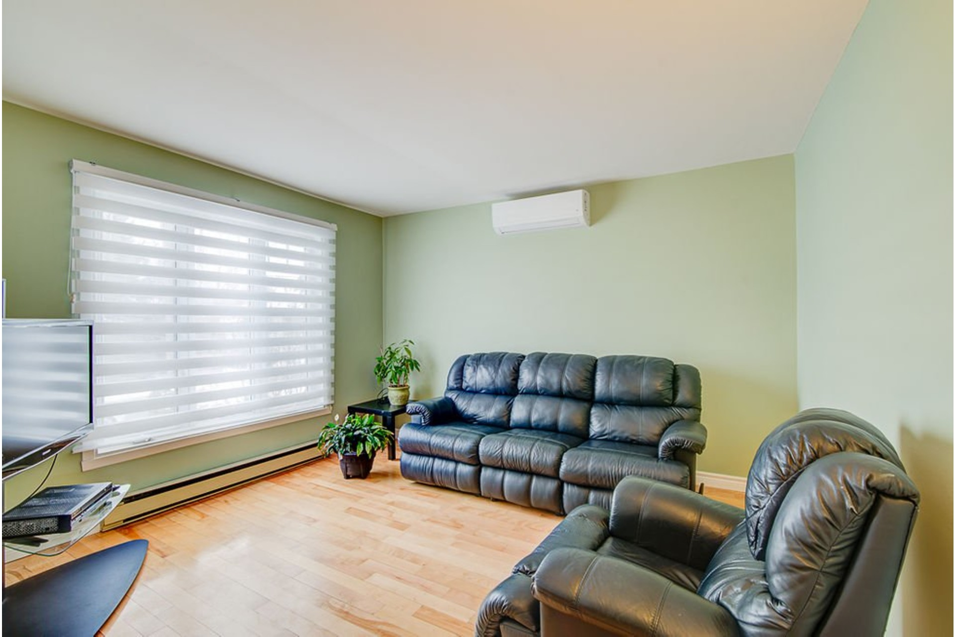 image 3 - House For sale Sainte-Anne-des-Plaines - 10 rooms