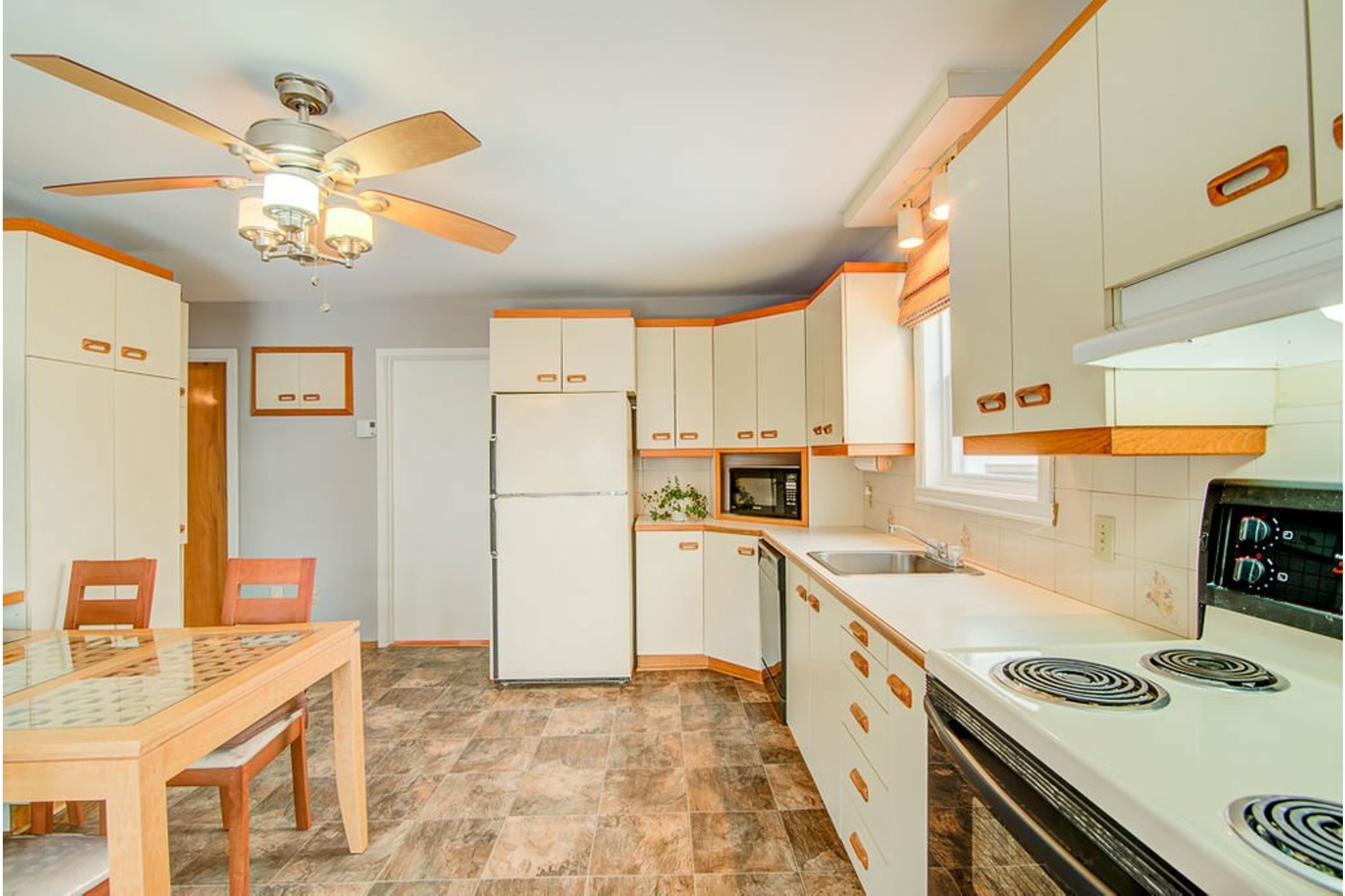 image 11 - House For sale Sainte-Anne-des-Plaines - 10 rooms
