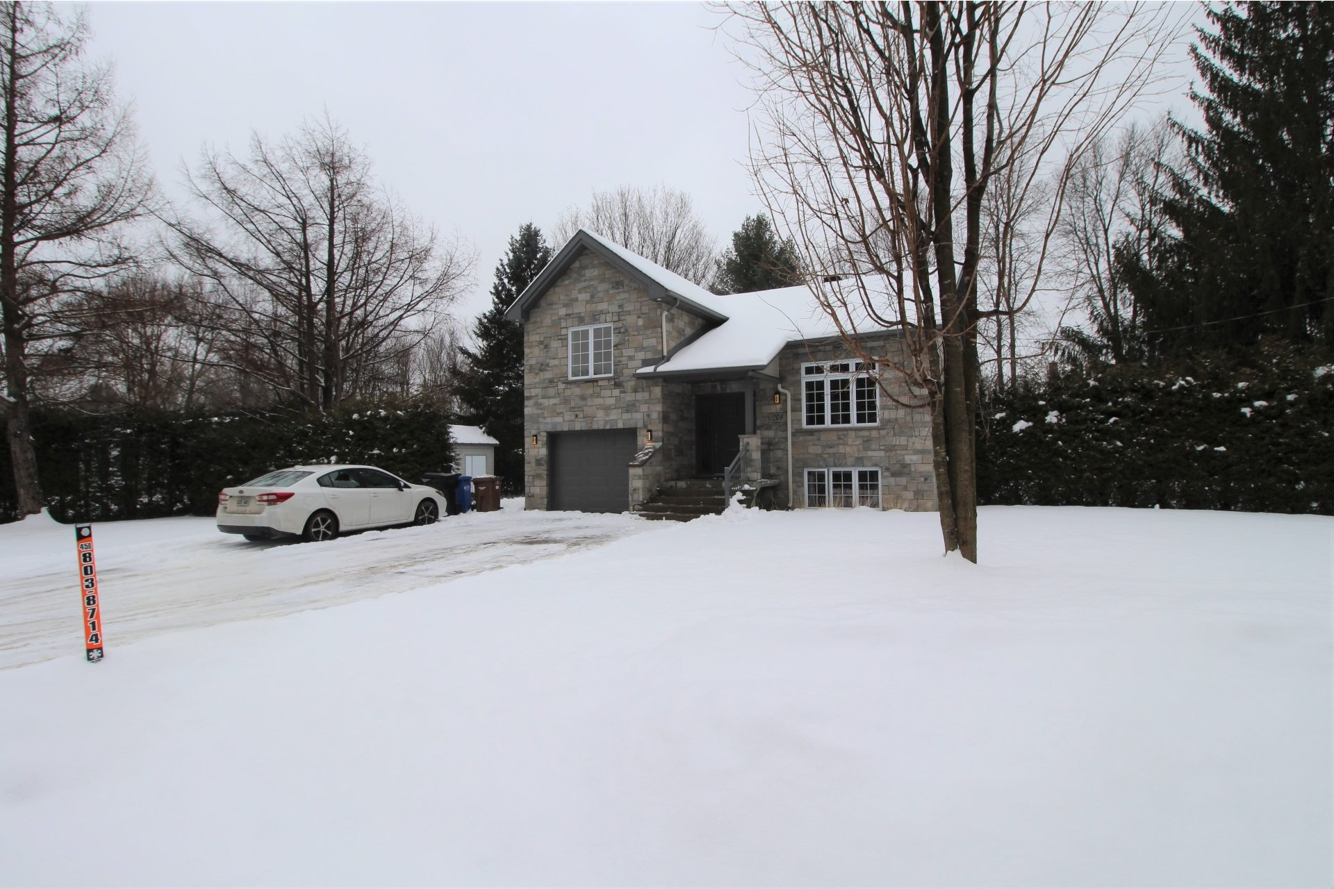 image 1 - House For sale Notre-Dame-des-Prairies - 13 rooms