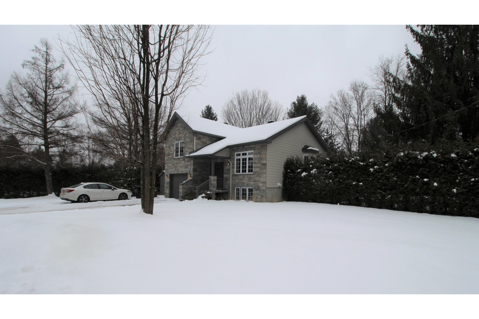 House For sale Notre-Dame-des-Prairies - 13 rooms