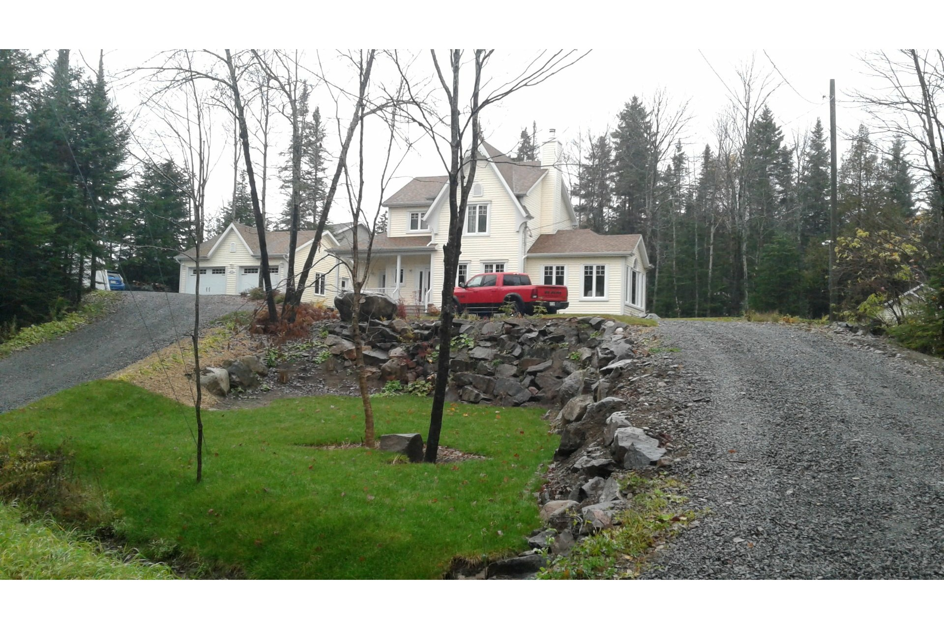 image 1 - House For sale Charlesbourg Québec  - 13 rooms