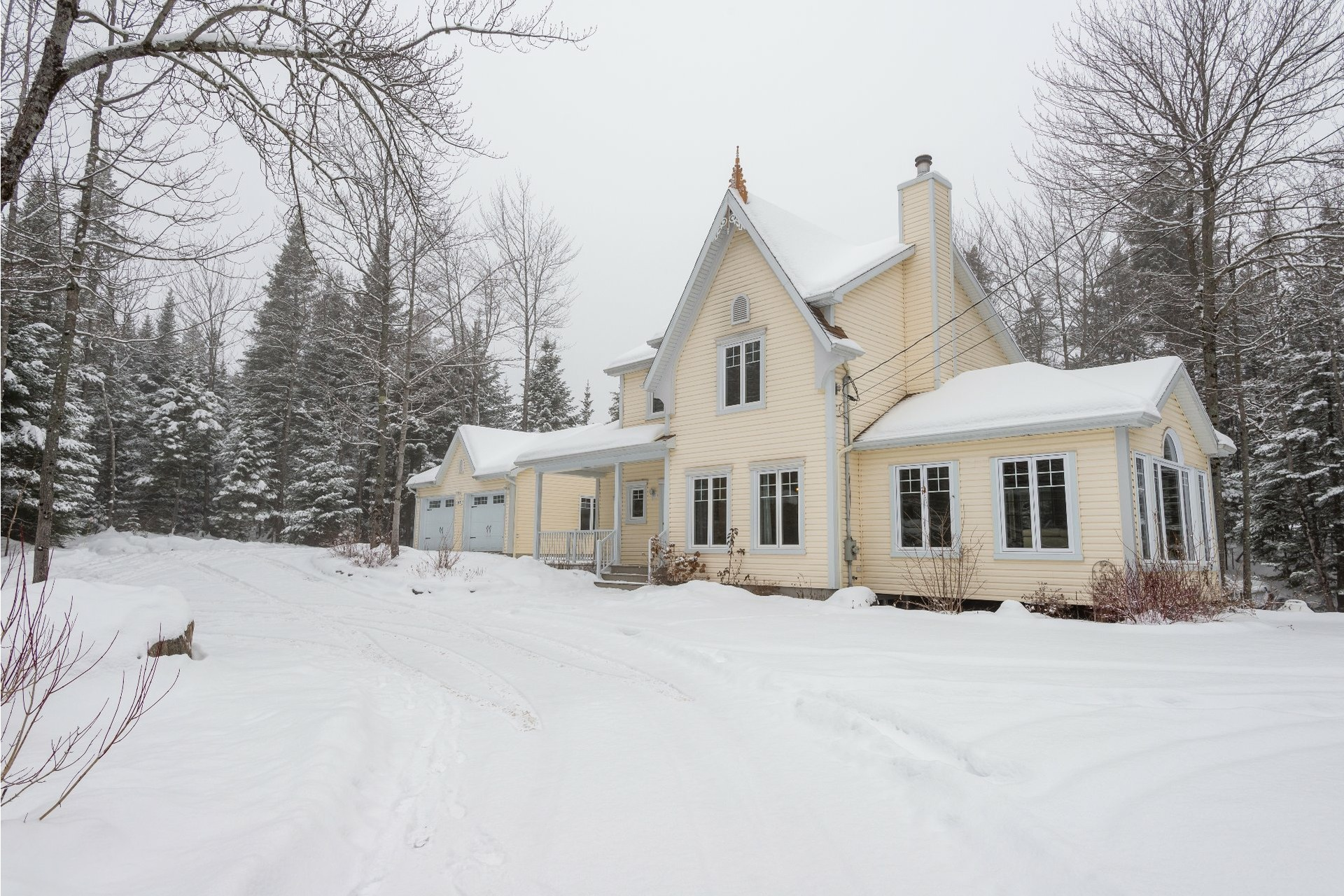 image 2 - House For sale Charlesbourg Québec  - 13 rooms