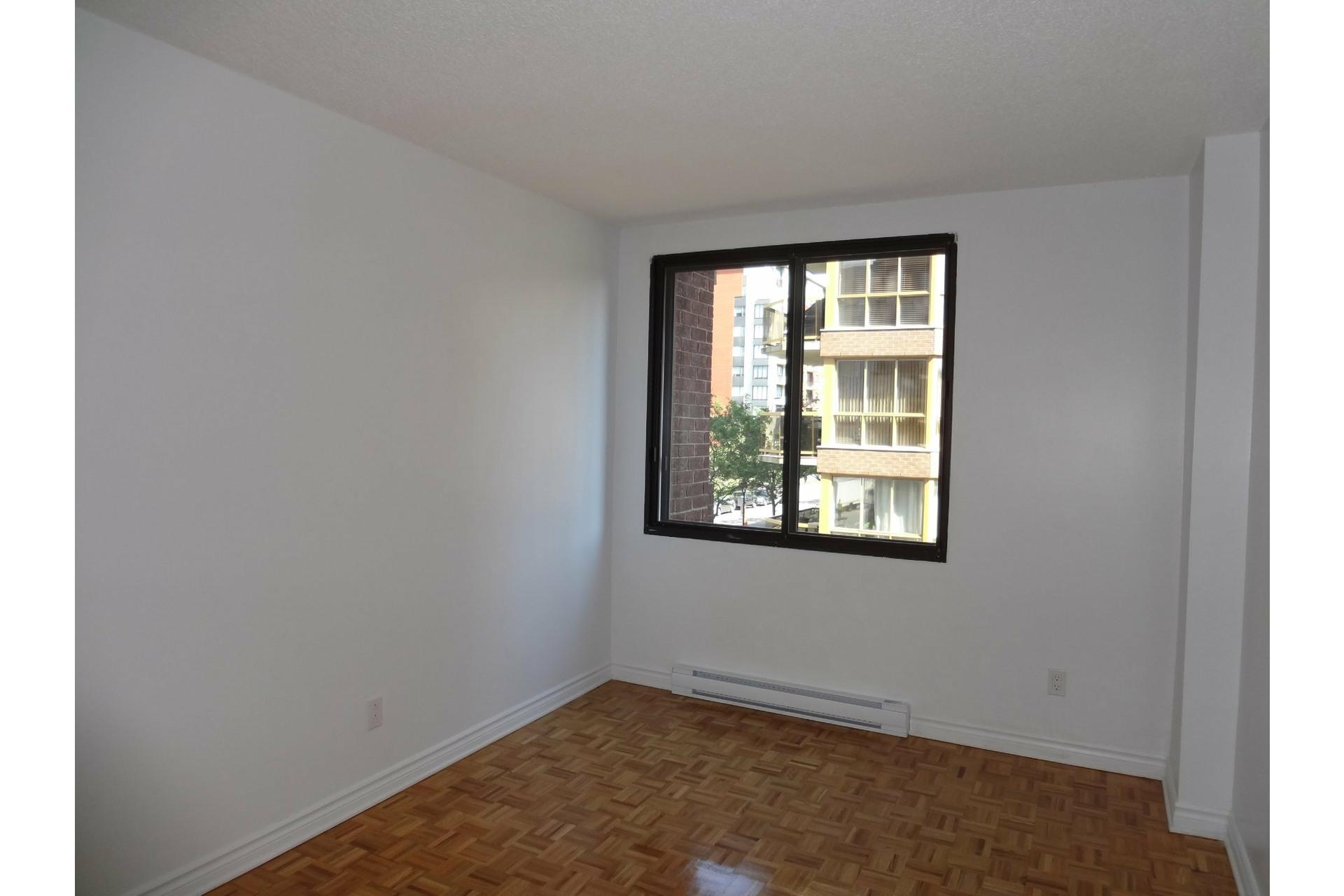 image 6 - Apartment For rent Ville-Marie Montréal  - 5 rooms