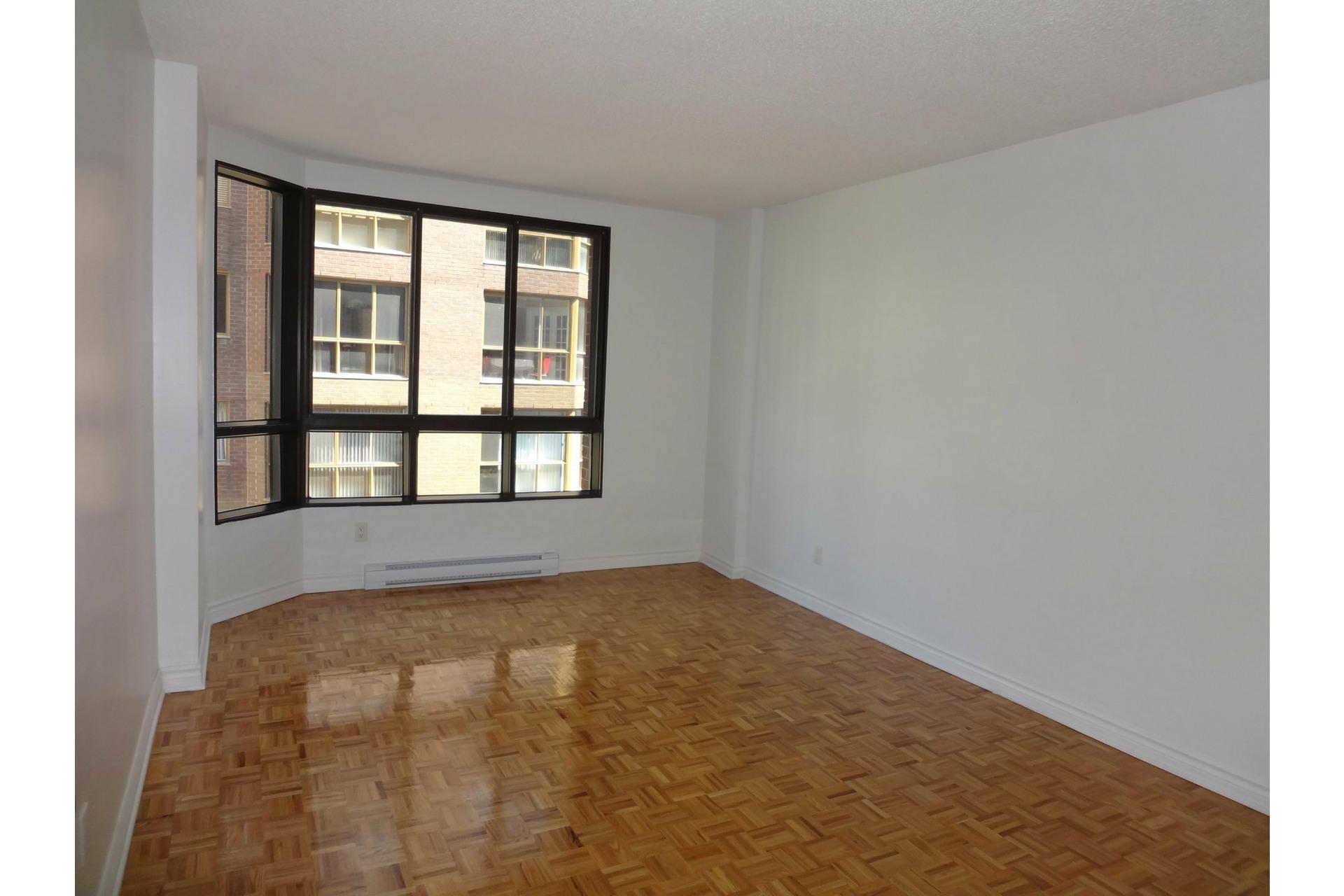 image 5 - Apartment For rent Ville-Marie Montréal  - 5 rooms