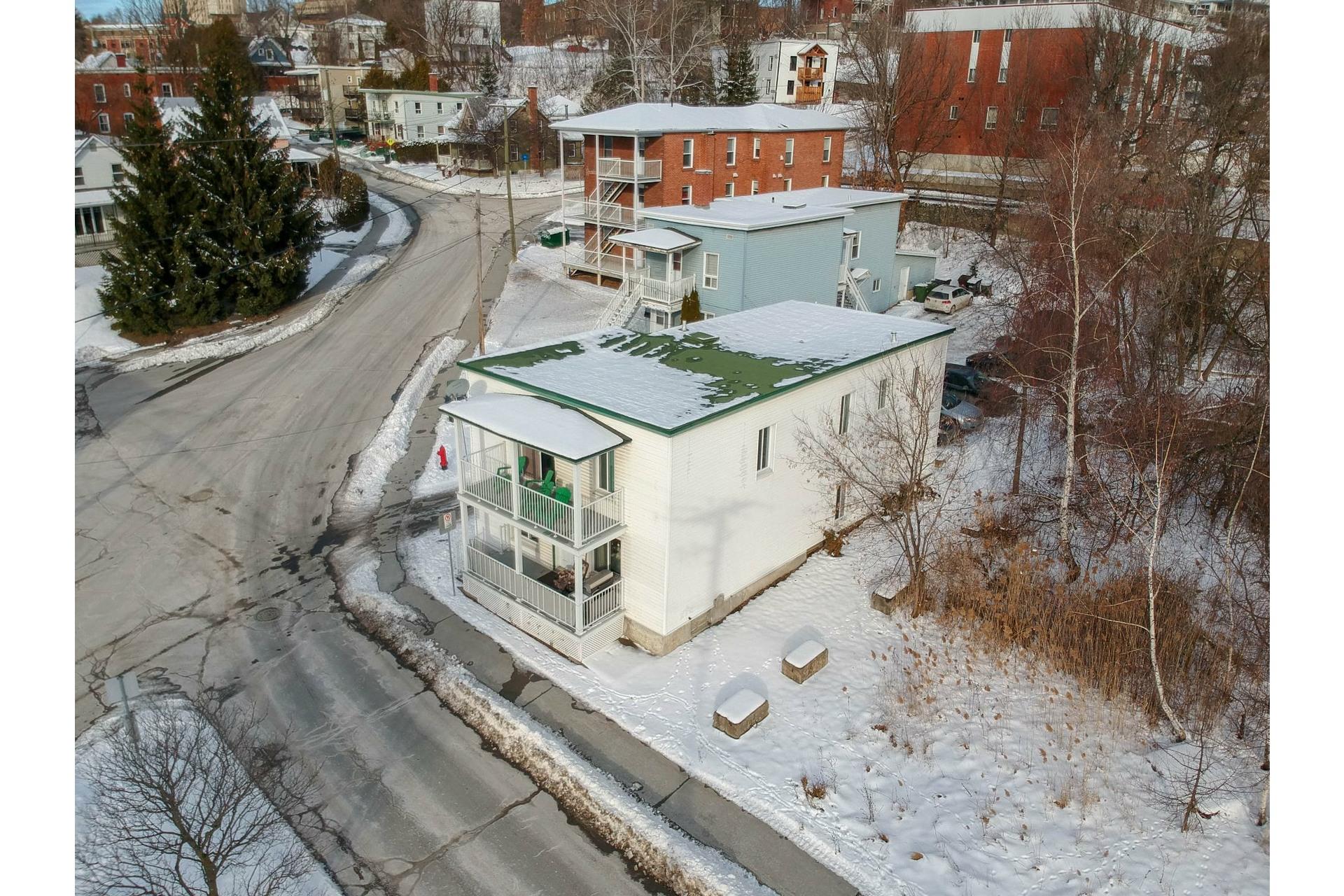 image 1 - Duplex À vendre Fleurimont Sherbrooke  - 4 pièces