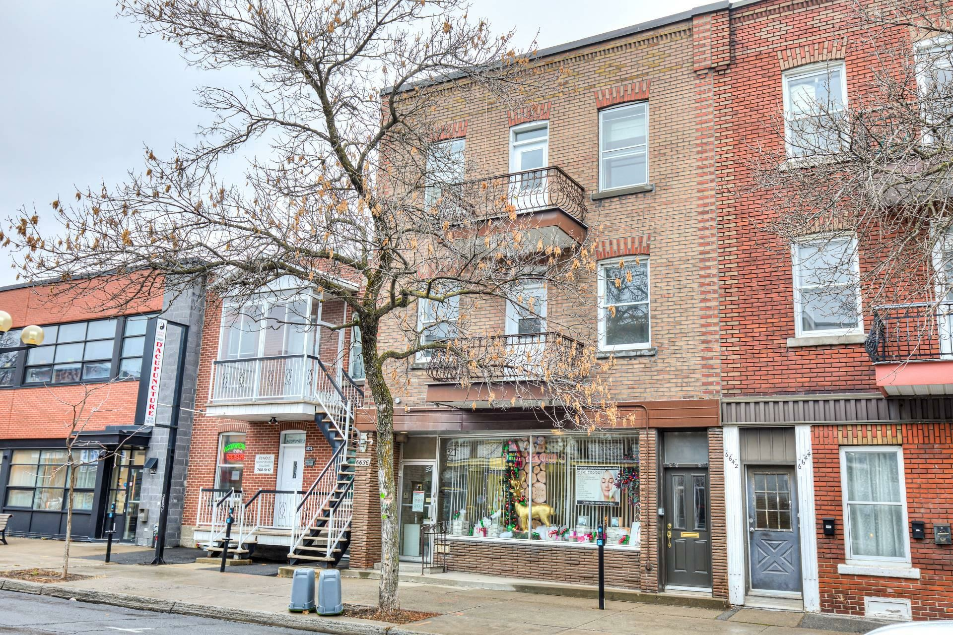 image 0 - Triplex For sale Le Sud-Ouest Montréal  - 4 rooms