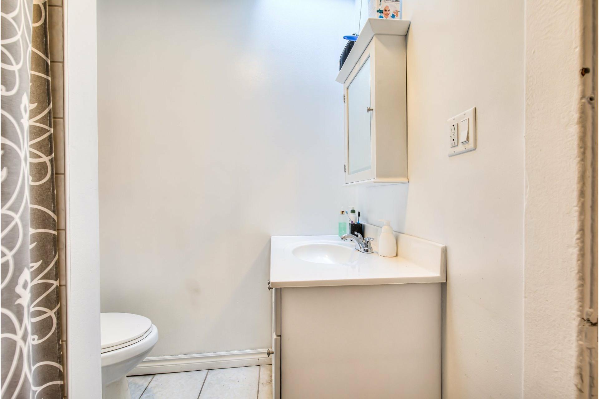 image 15 - Triplex For sale Le Sud-Ouest Montréal  - 4 rooms