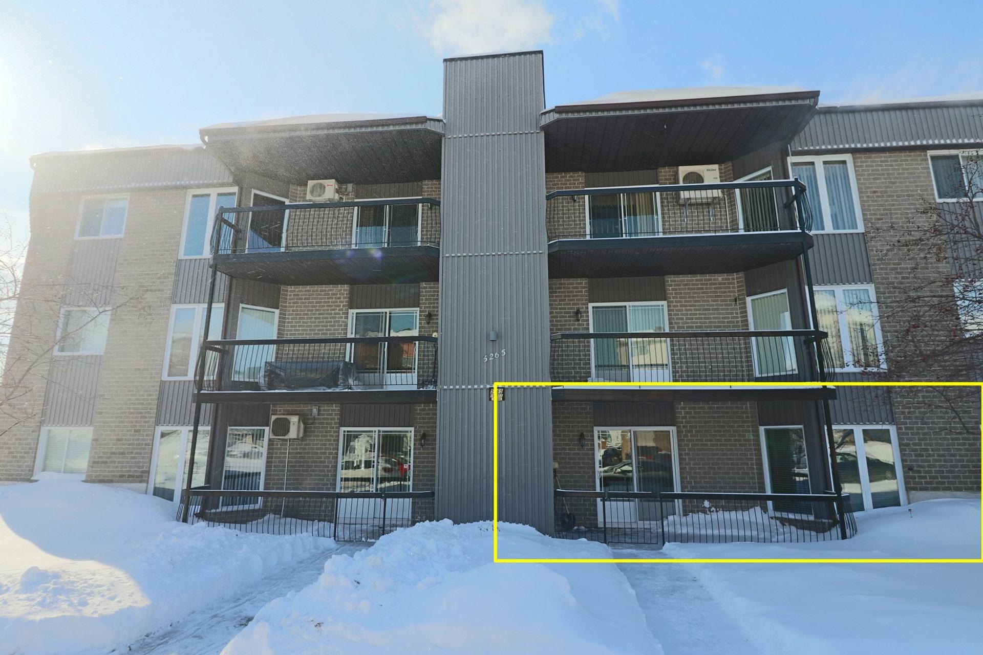 image 0 - Appartement À vendre Trois-Rivières - 8 pièces