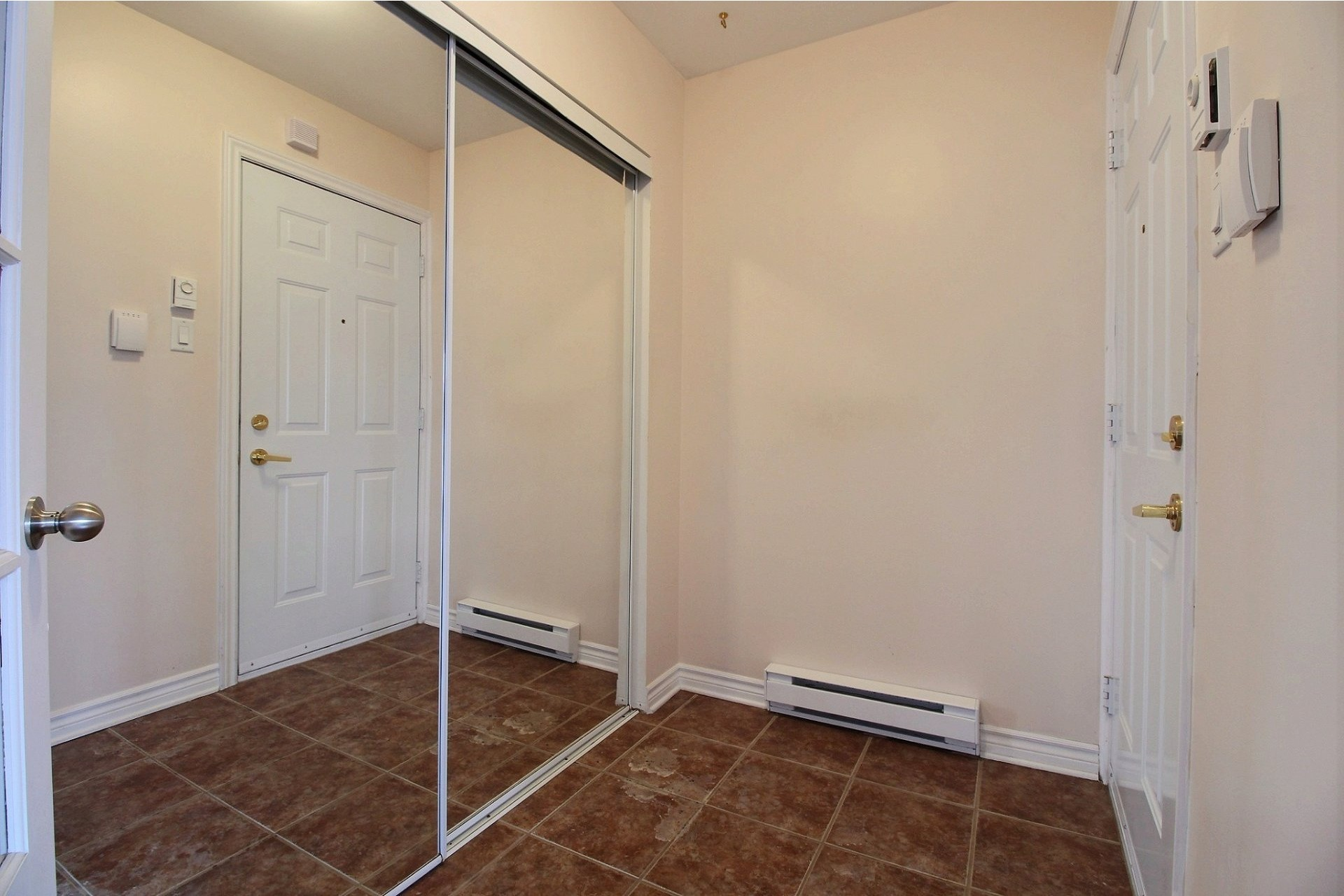 image 1 - Apartment For rent Chomedey Laval  - 9 rooms