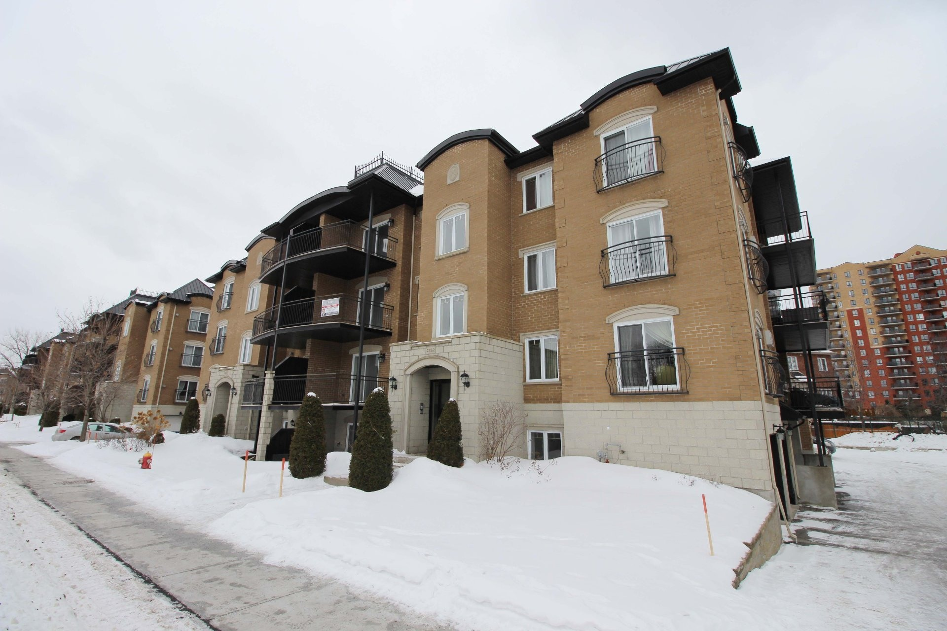 image 0 - Apartment For rent Chomedey Laval  - 9 rooms