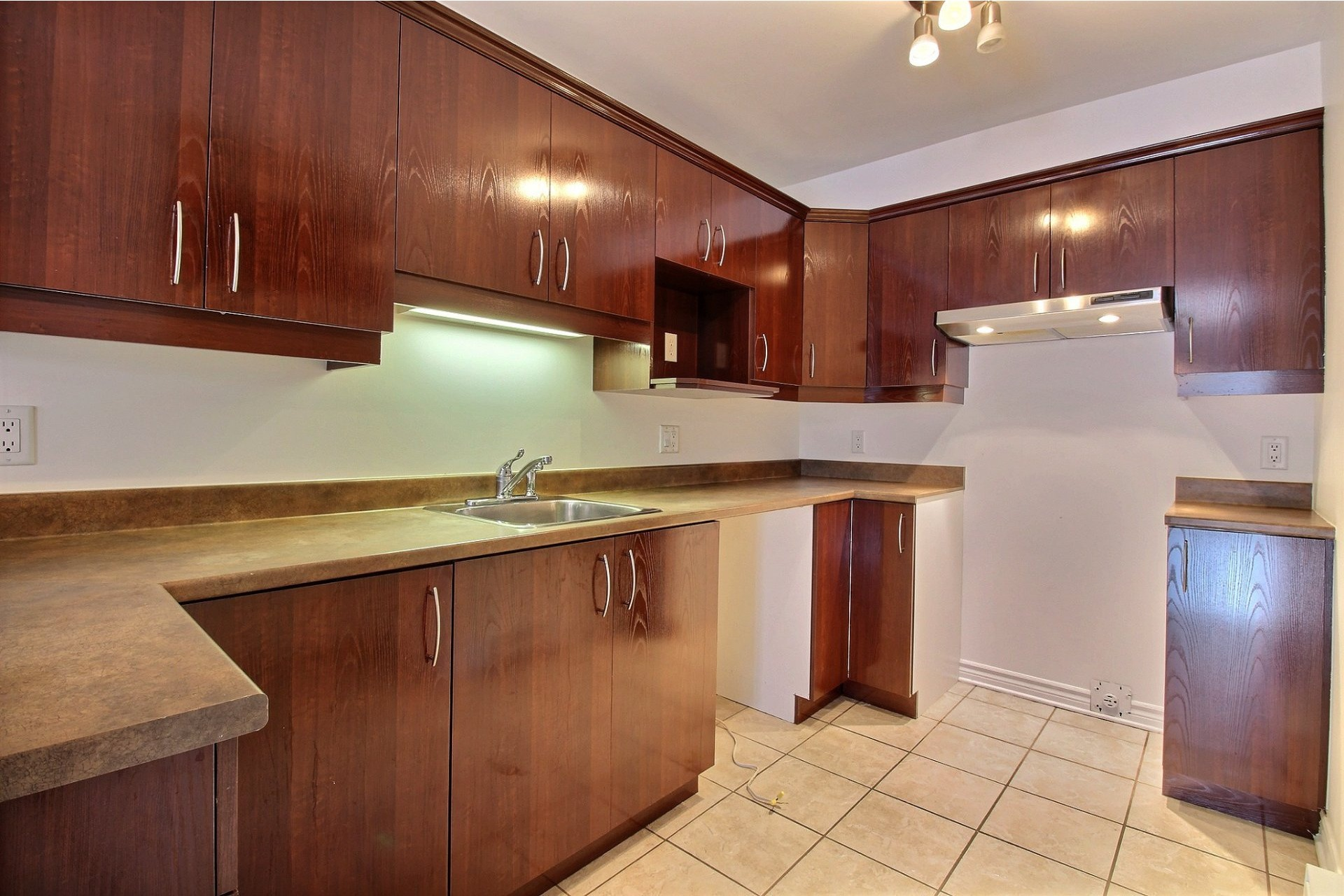 image 8 - Apartment For rent Chomedey Laval  - 9 rooms