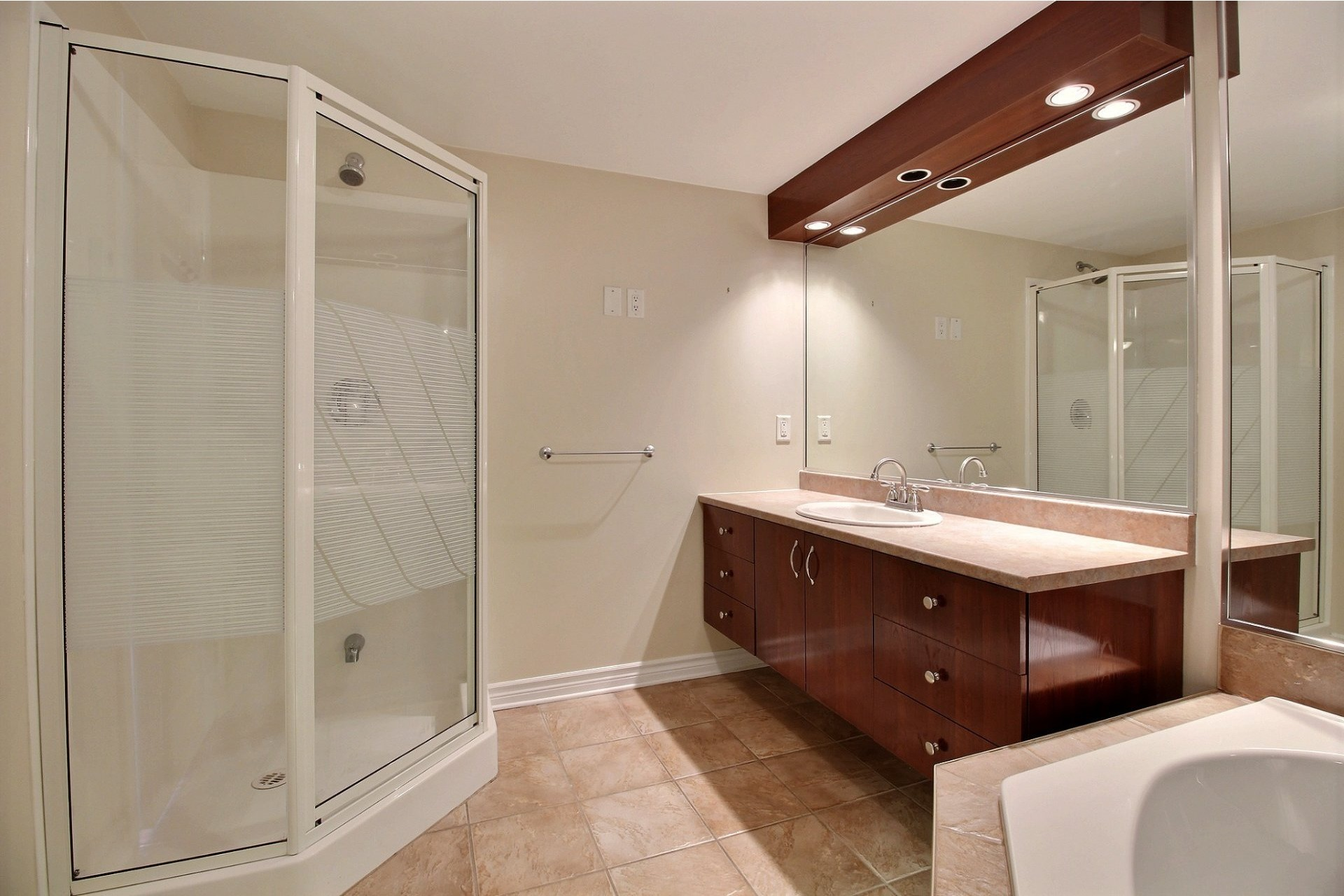 image 12 - Apartment For rent Chomedey Laval  - 9 rooms