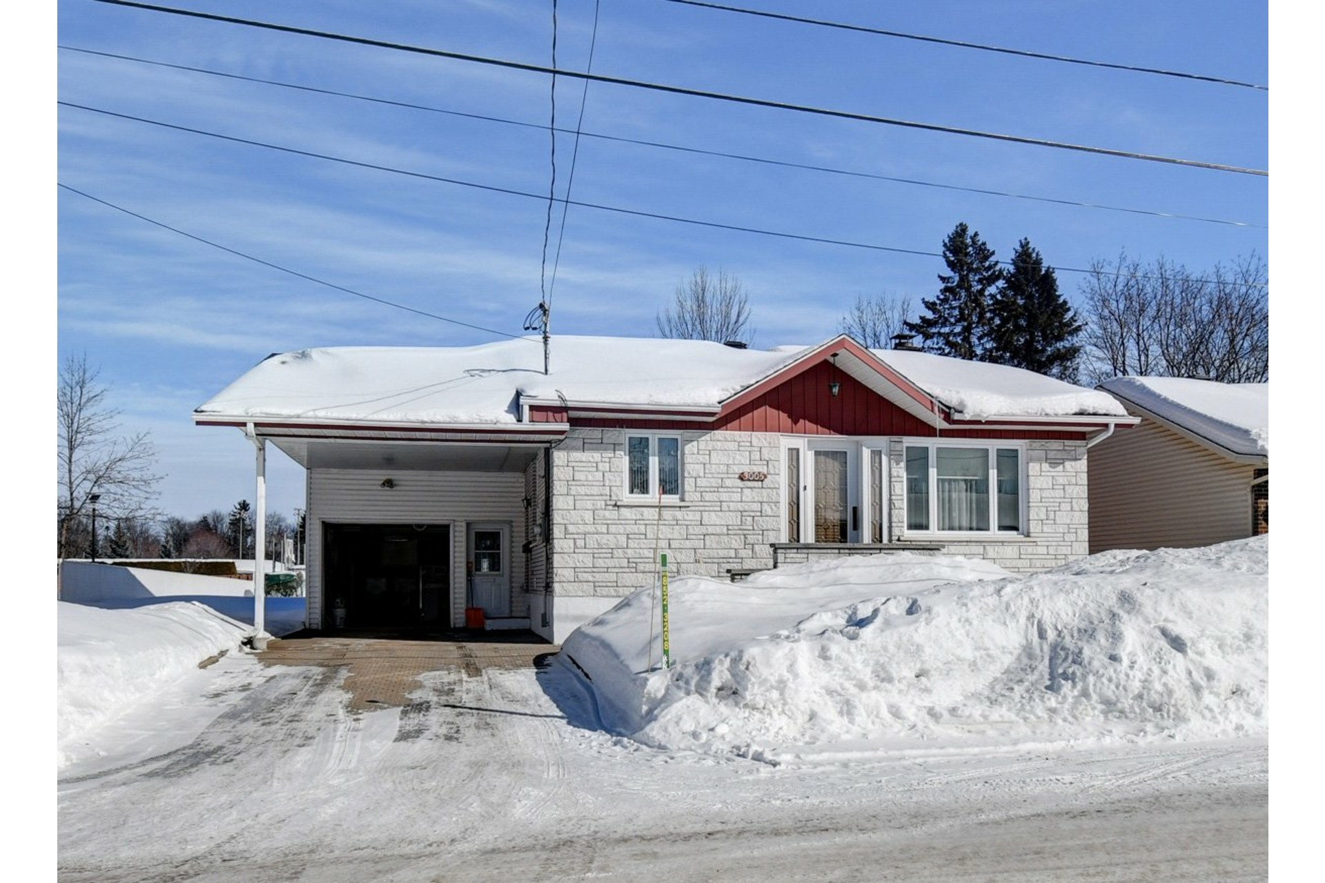 image 1 - House For sale Shawinigan - 9 rooms